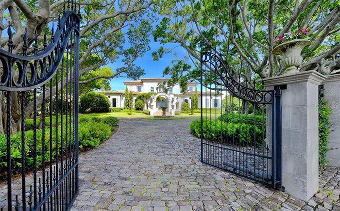 1309 Vista Drive entry