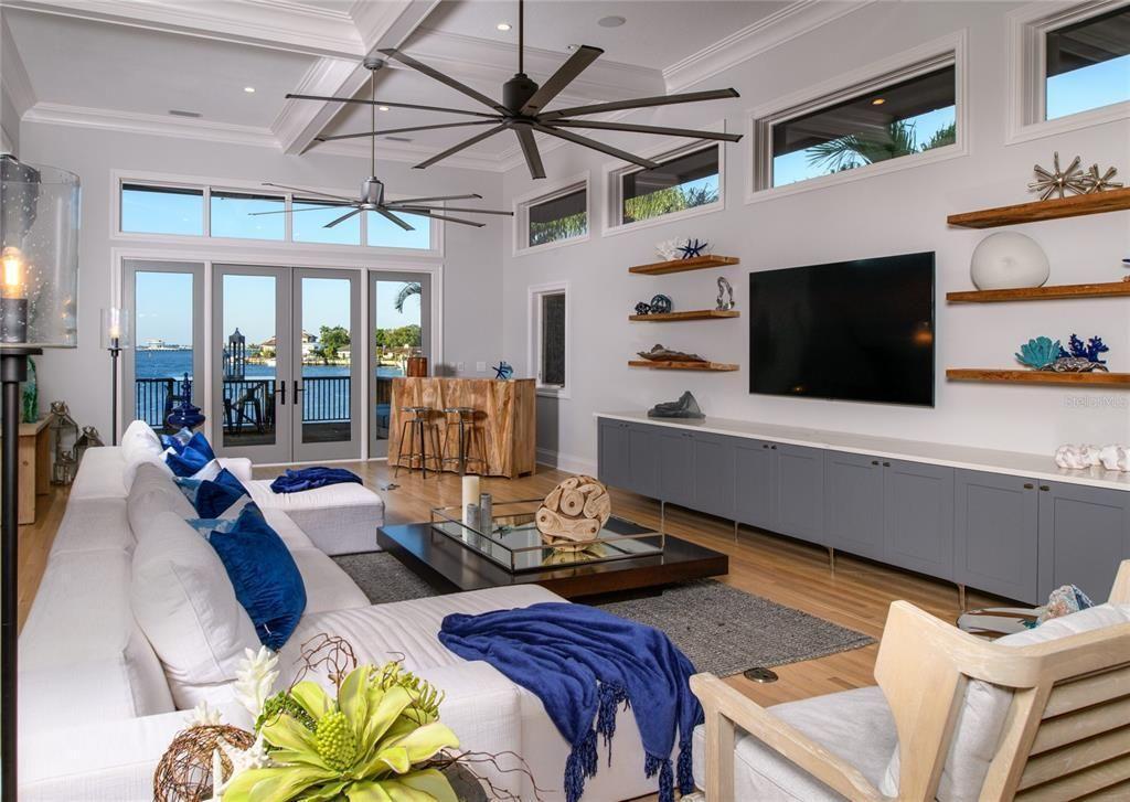 1365 Brightwaters Blvd NE living room