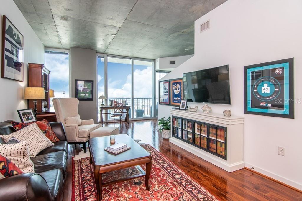777 N Ashley Dr UNIT 1611 living room
