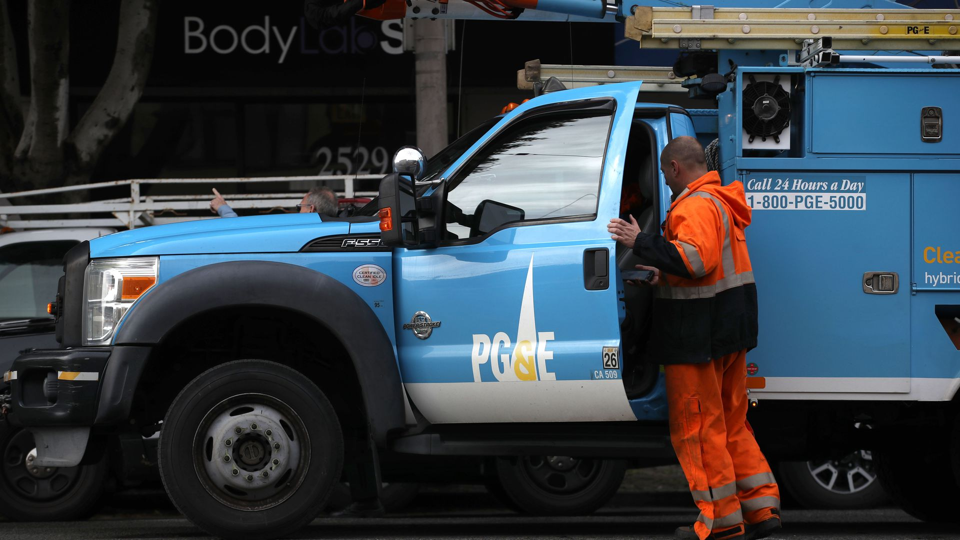 SAN FRANCISCO, CALIFORNIA - JANUARY 17: The Pacific Gas & Electric (PG&E) logo is displayed on a PG&E truck on January 17, 2019 in San Francisco, California.