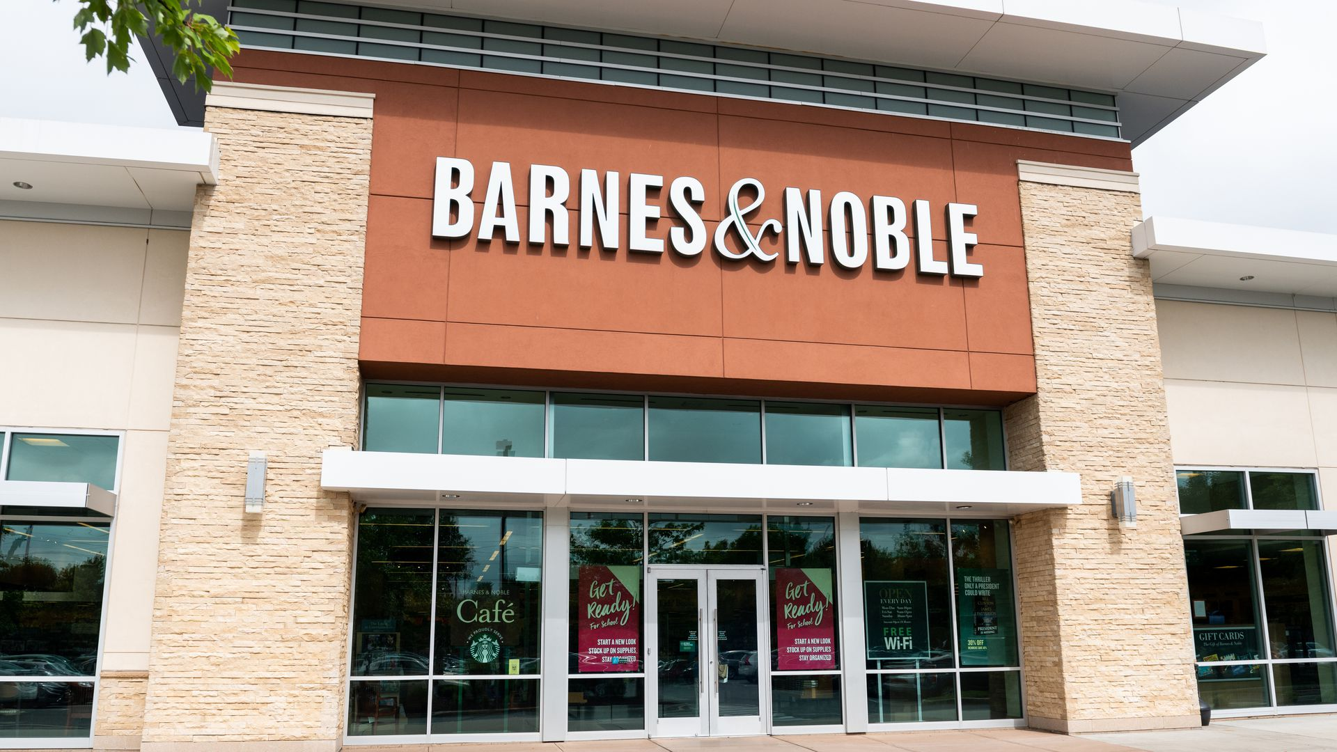 This is an image of a Barnes & Nobles storefront.