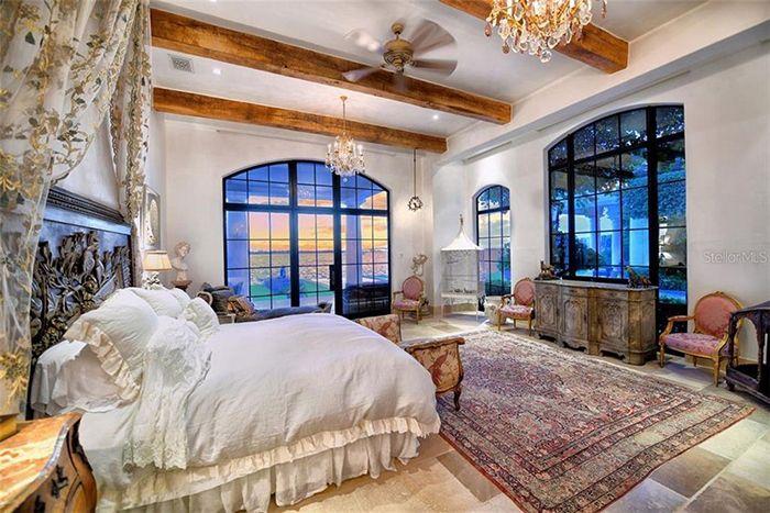 1309 Vista Drive bed