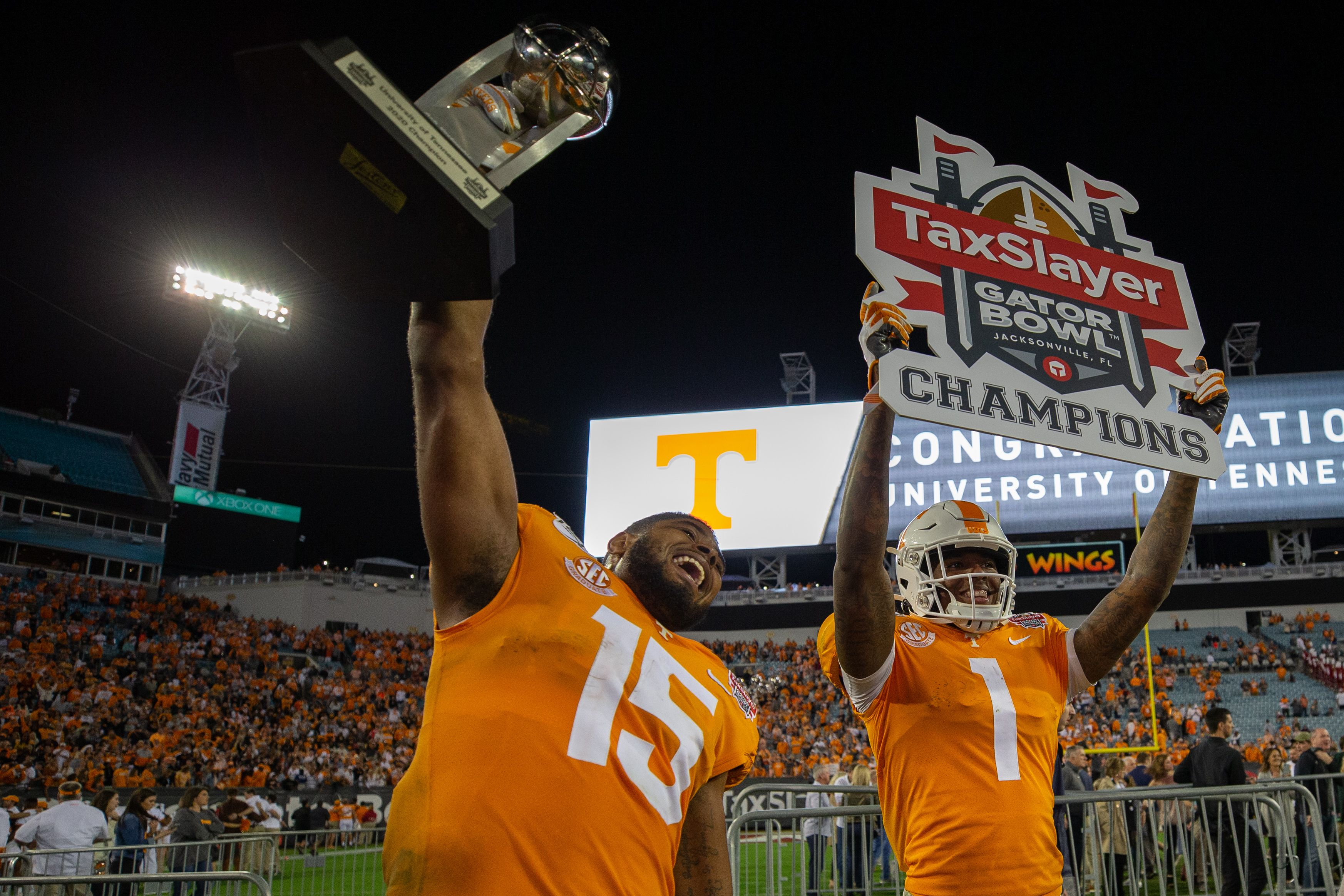 Tennessee players celebrating