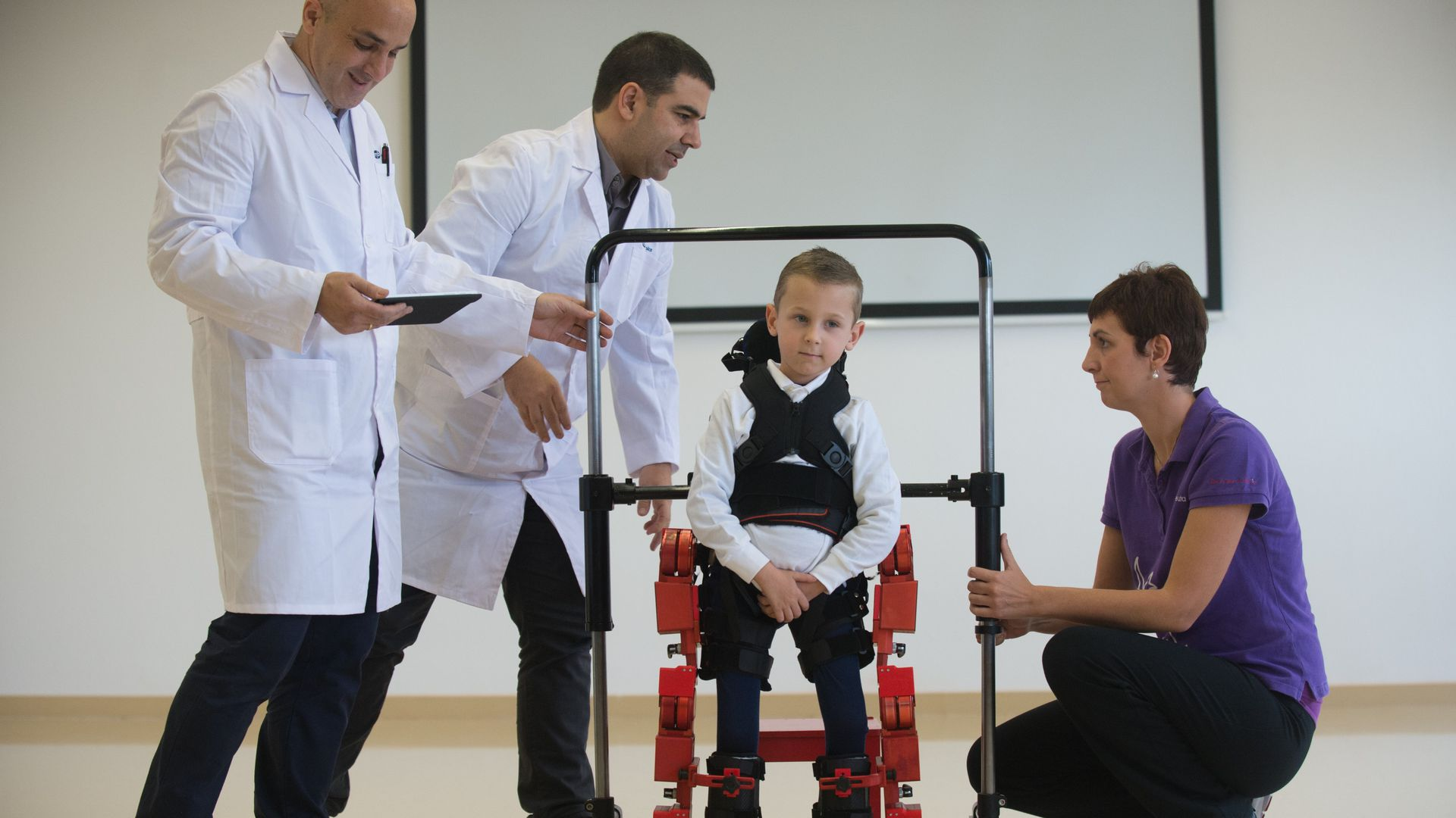 Doctors look at a child who has spinal muscular atrophy.