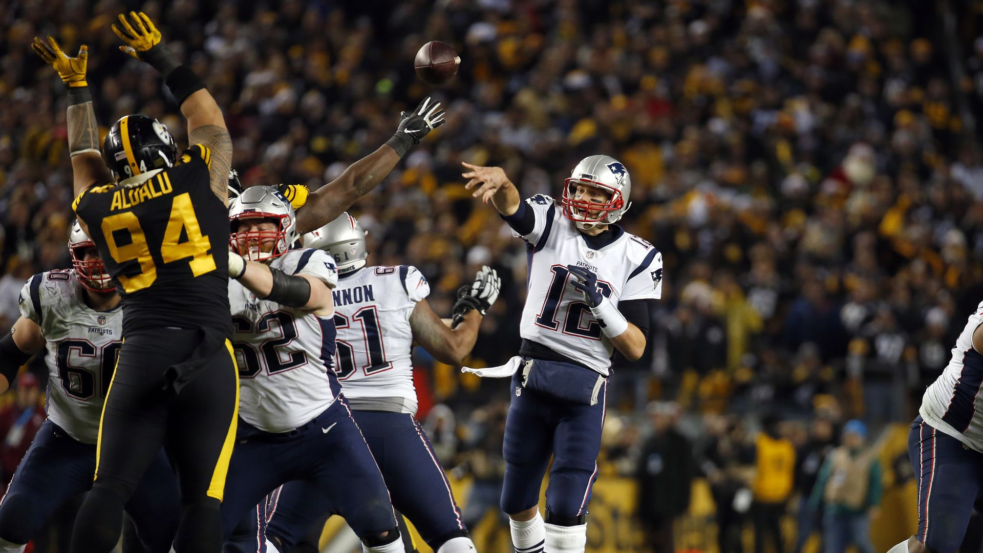 Tom Brady throwing against Pittsburgh Steelers