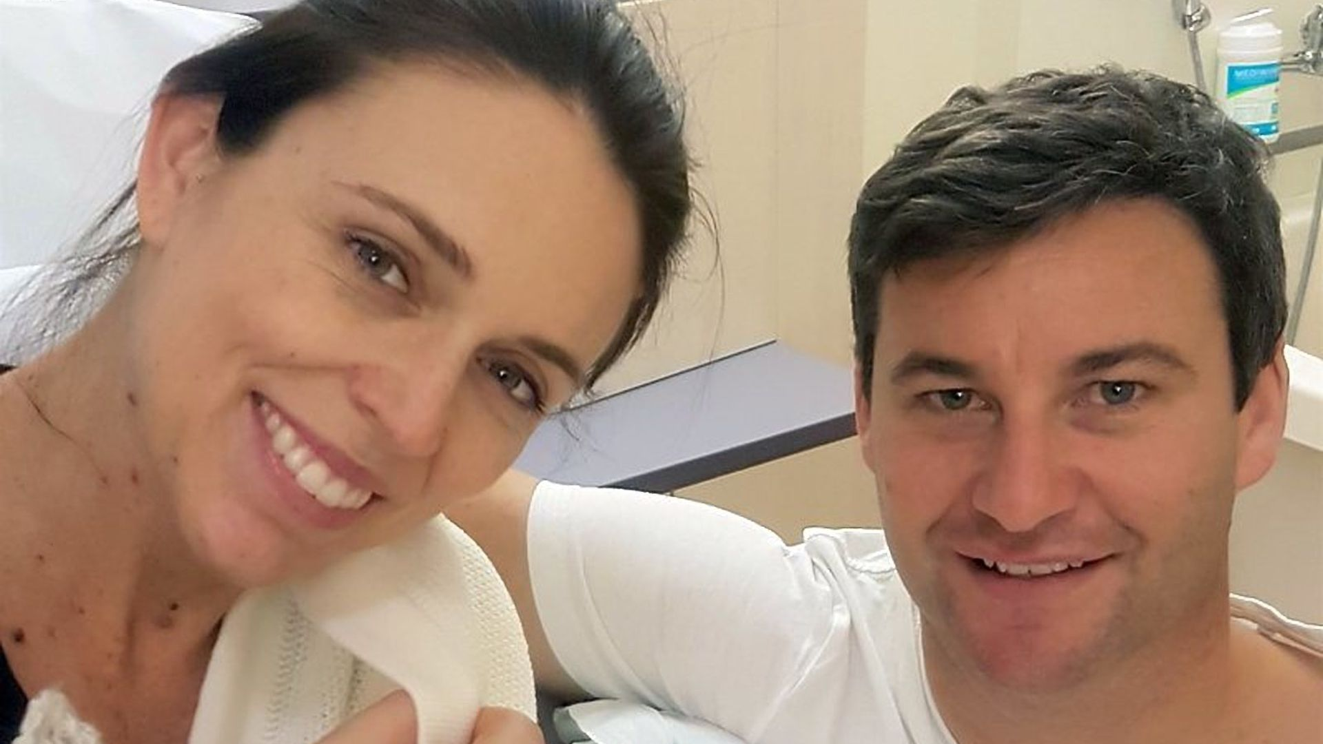 Jacina Ardern with her newborn.