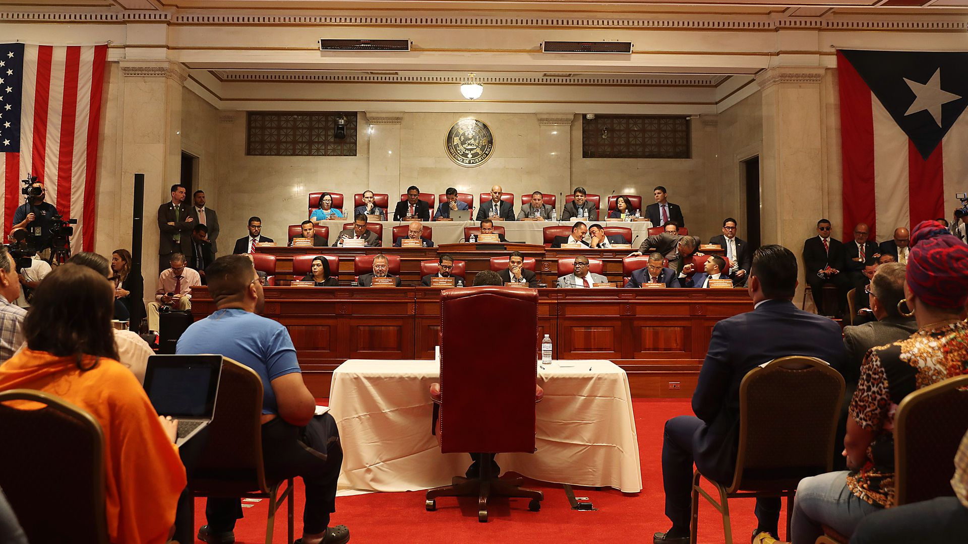 This image shows the inside of the Puerto Rican House of Representatives during a hearing