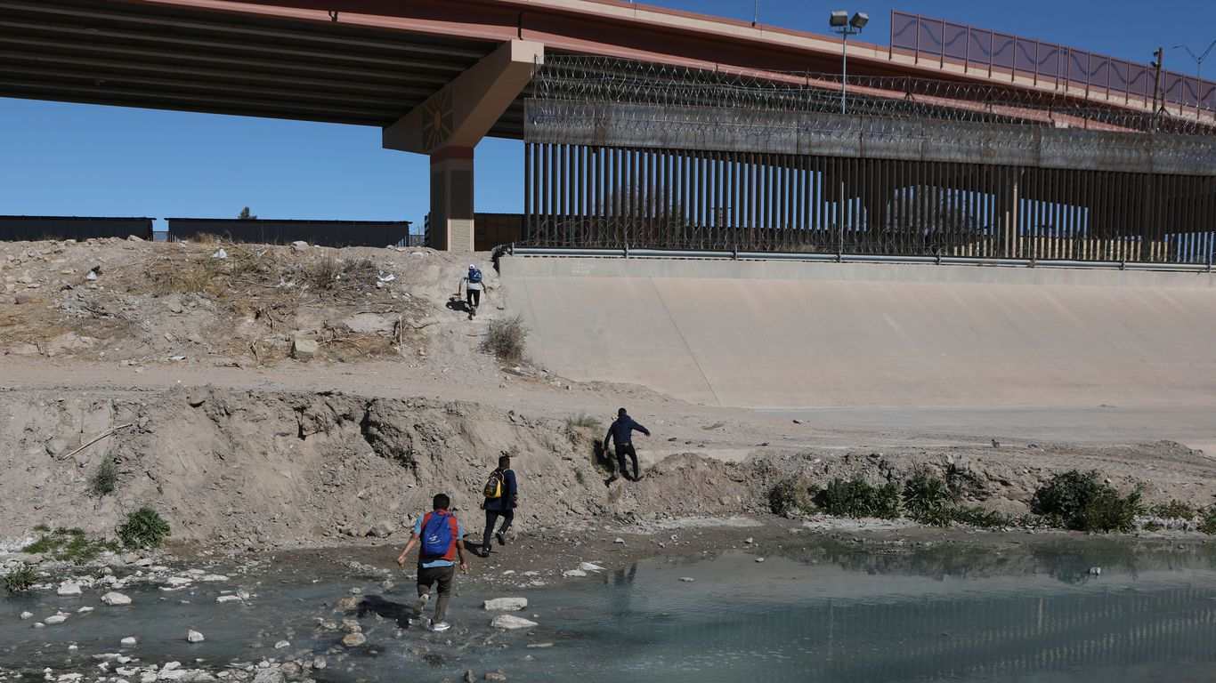 More than 700 kids held in Border Patrol custody without their parents thumbnail