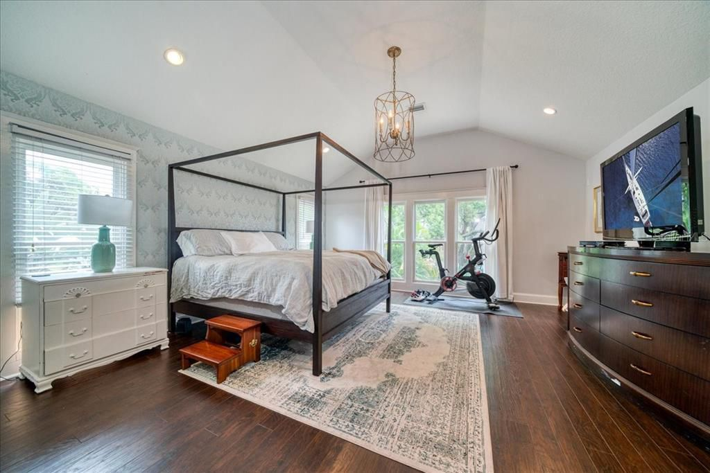3214 W Tacon St bed