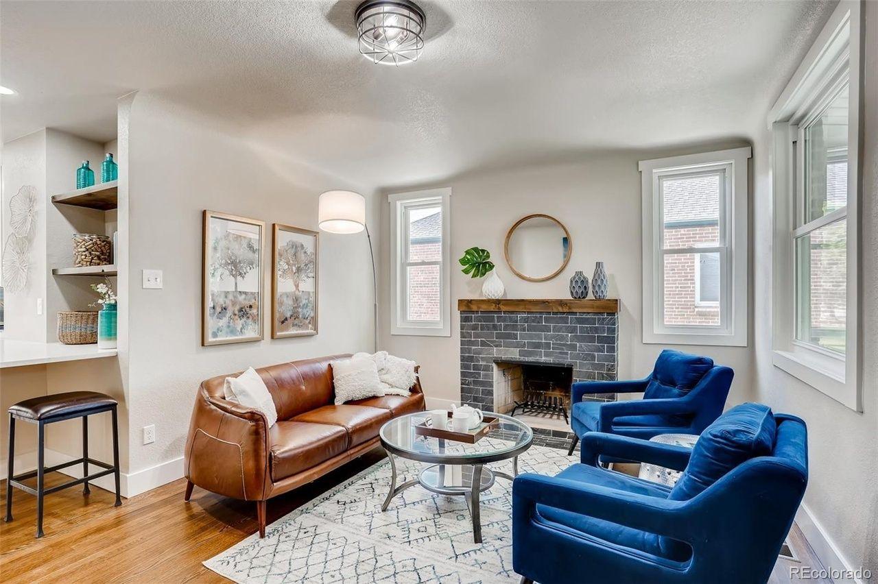 2978 Cherry St. living room
