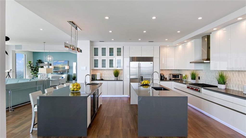 100 1st Ave N #4101 kitchen