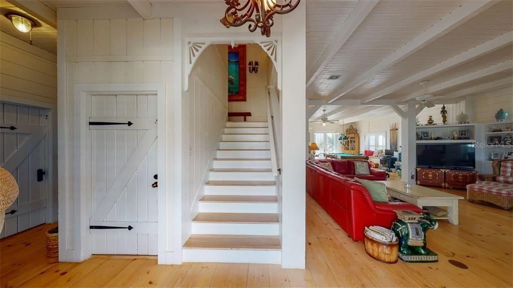 724 Eldorado Ave. stairs and details