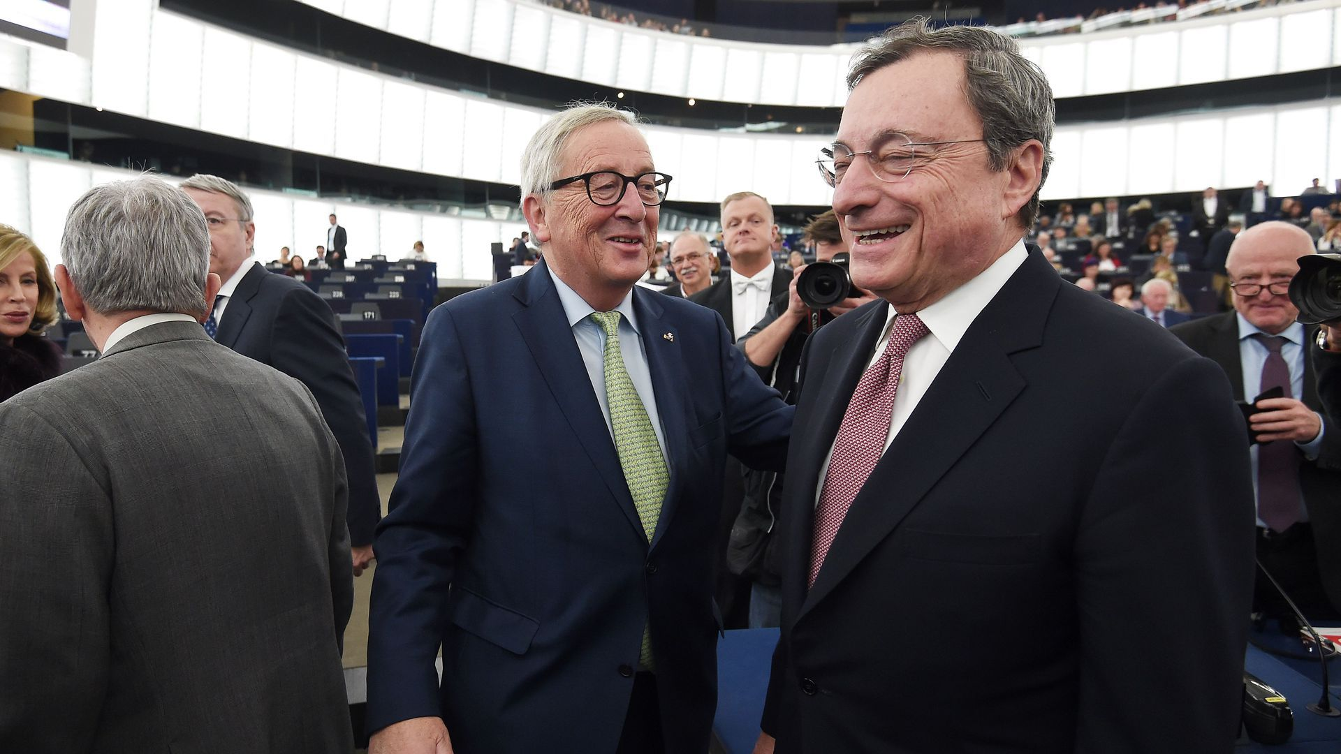 European Commission President Jean-Claude Juncker (L) and President of the European Central Bank Mario Draghi