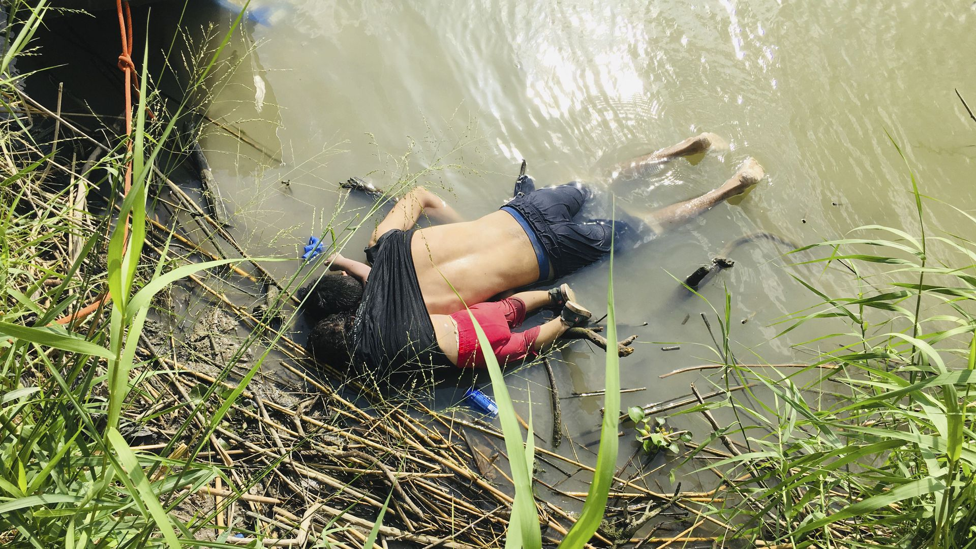 A father and his daughter drowned trying to migrate to the U.S.