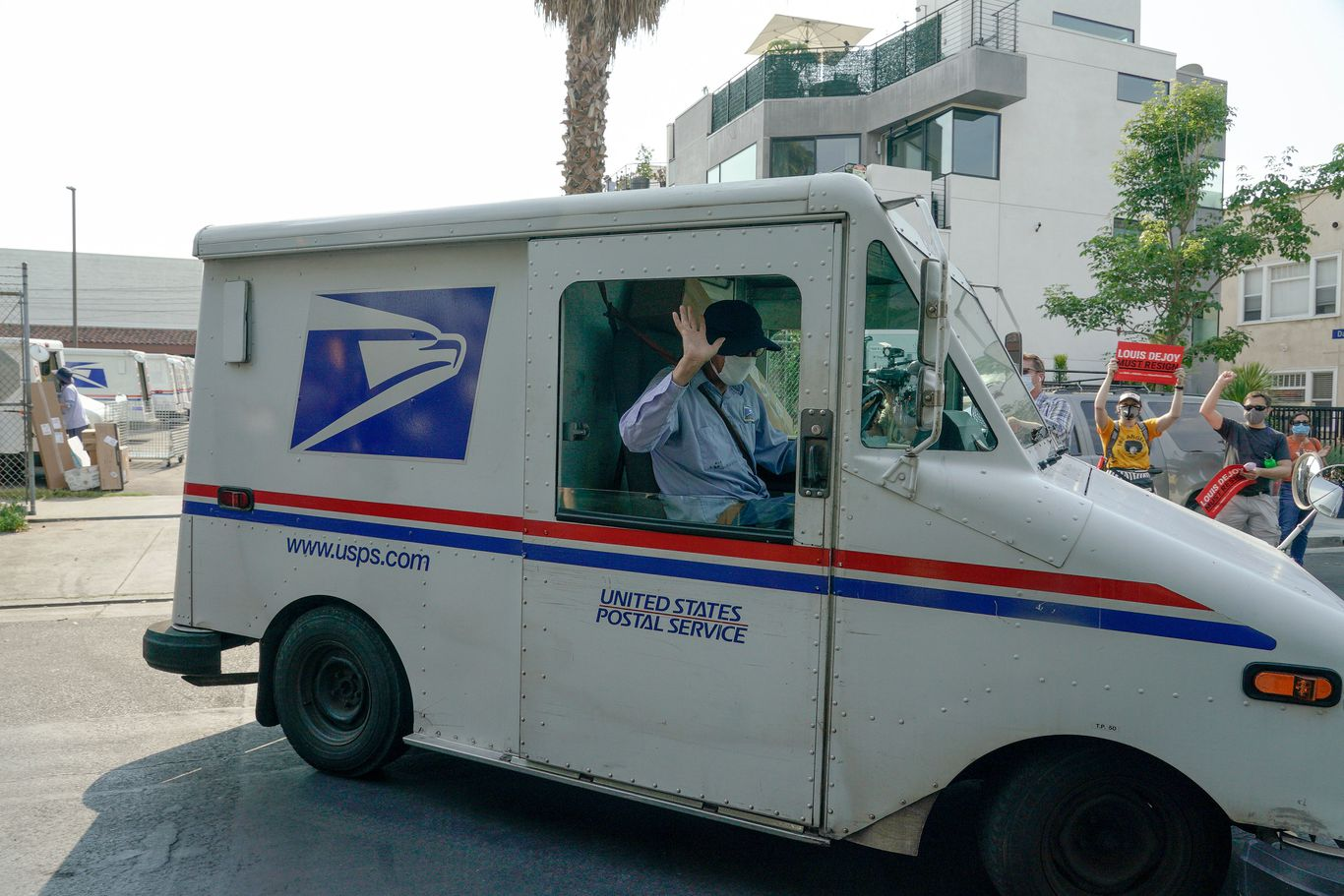 House passes bill to give U.S. Postal Service $25 billion and reverse policy changes thumbnail