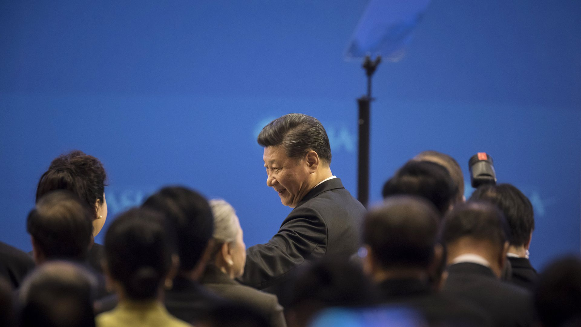Xi Jinping walks past photographers to take the stage