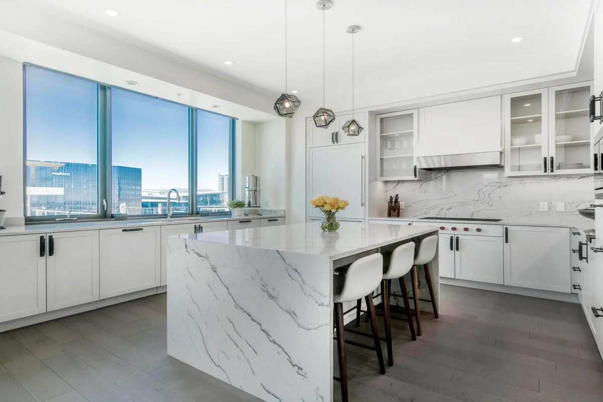 Photo of the penthouse kitchen