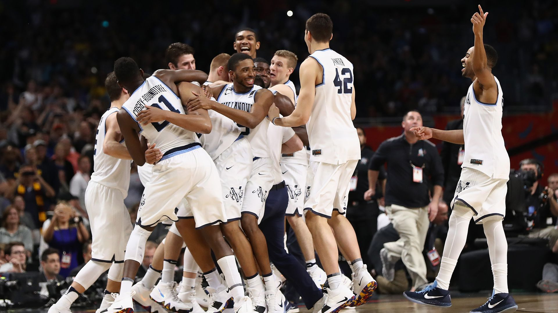The Villanova Wildcats celebrate after defeating the Michigan Wolverines