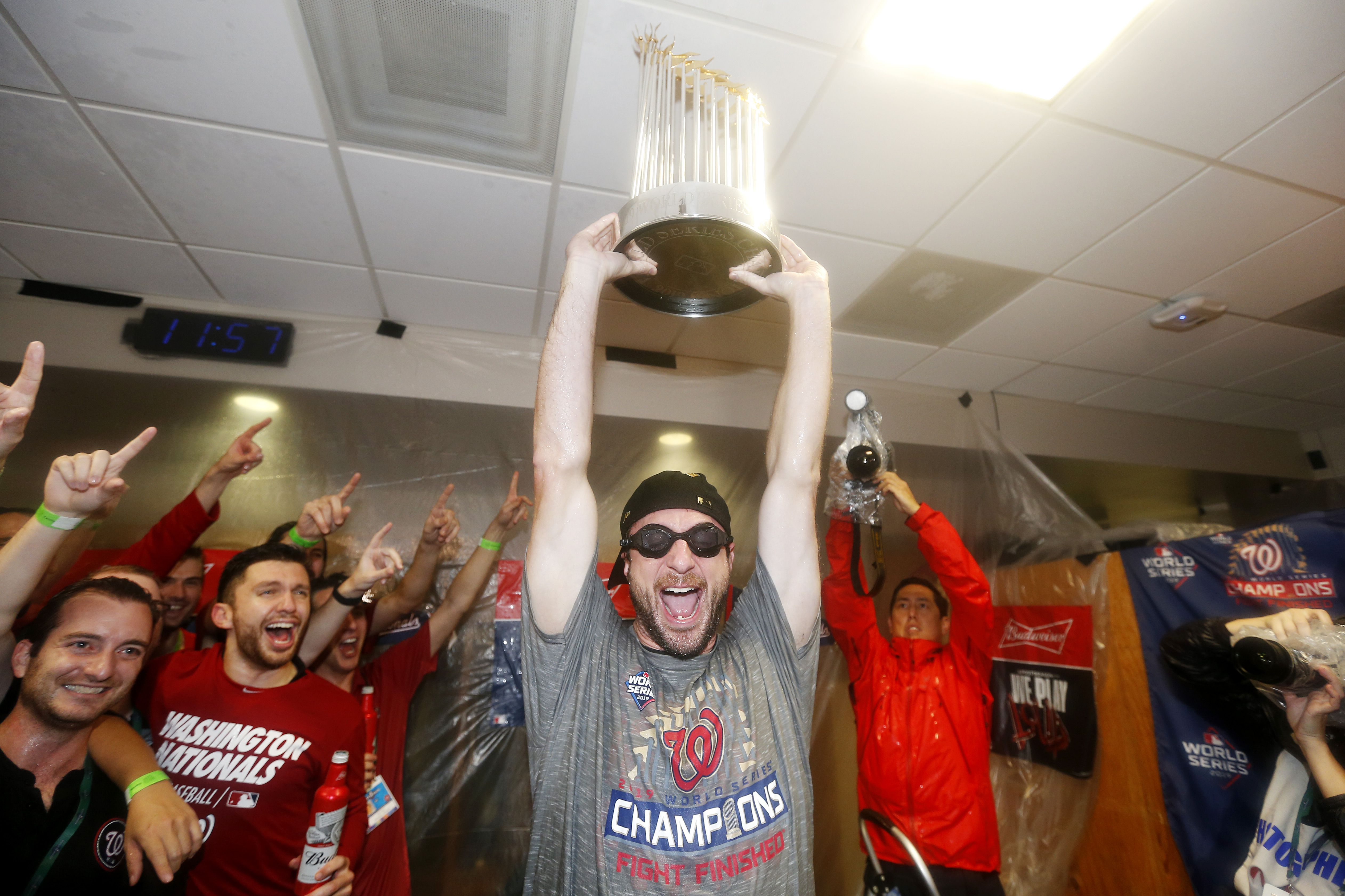 Max Scherzer holding up the World Series trophy