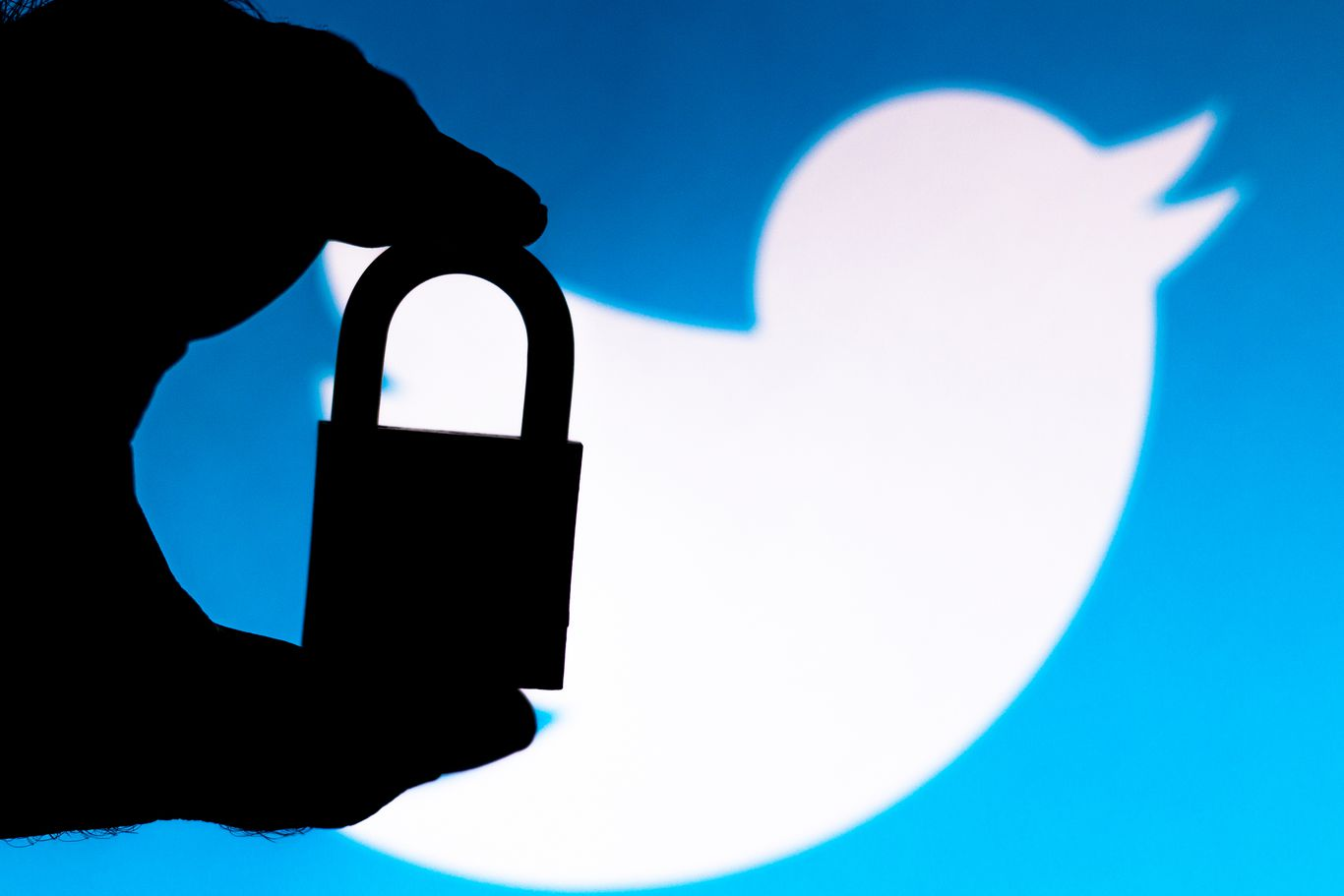 Twitter faces FTC fine of up to $250 million over alleged privacy breach thumbnail