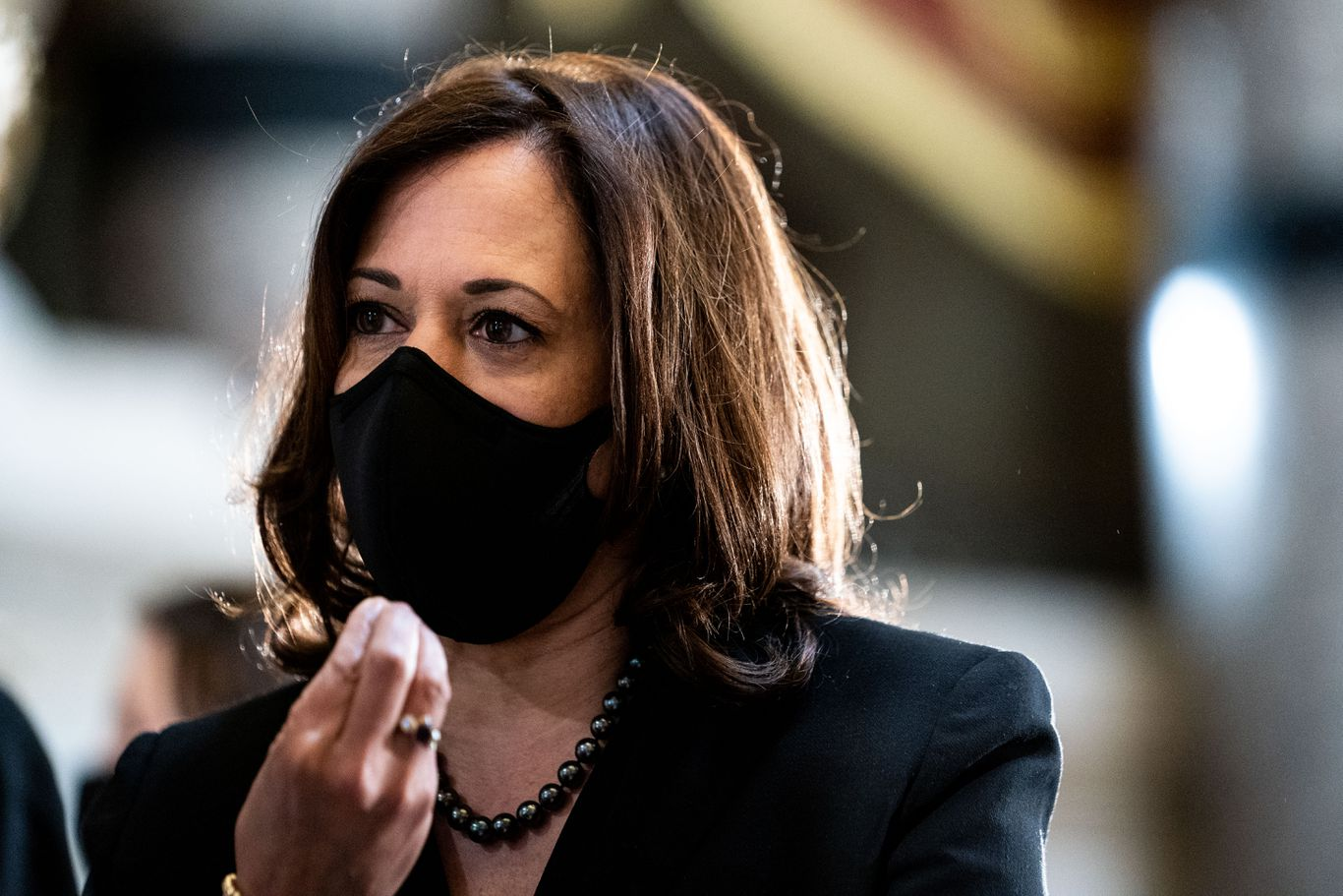 Harris pauses campaign travel after aide tests positive for coronavirus thumbnail