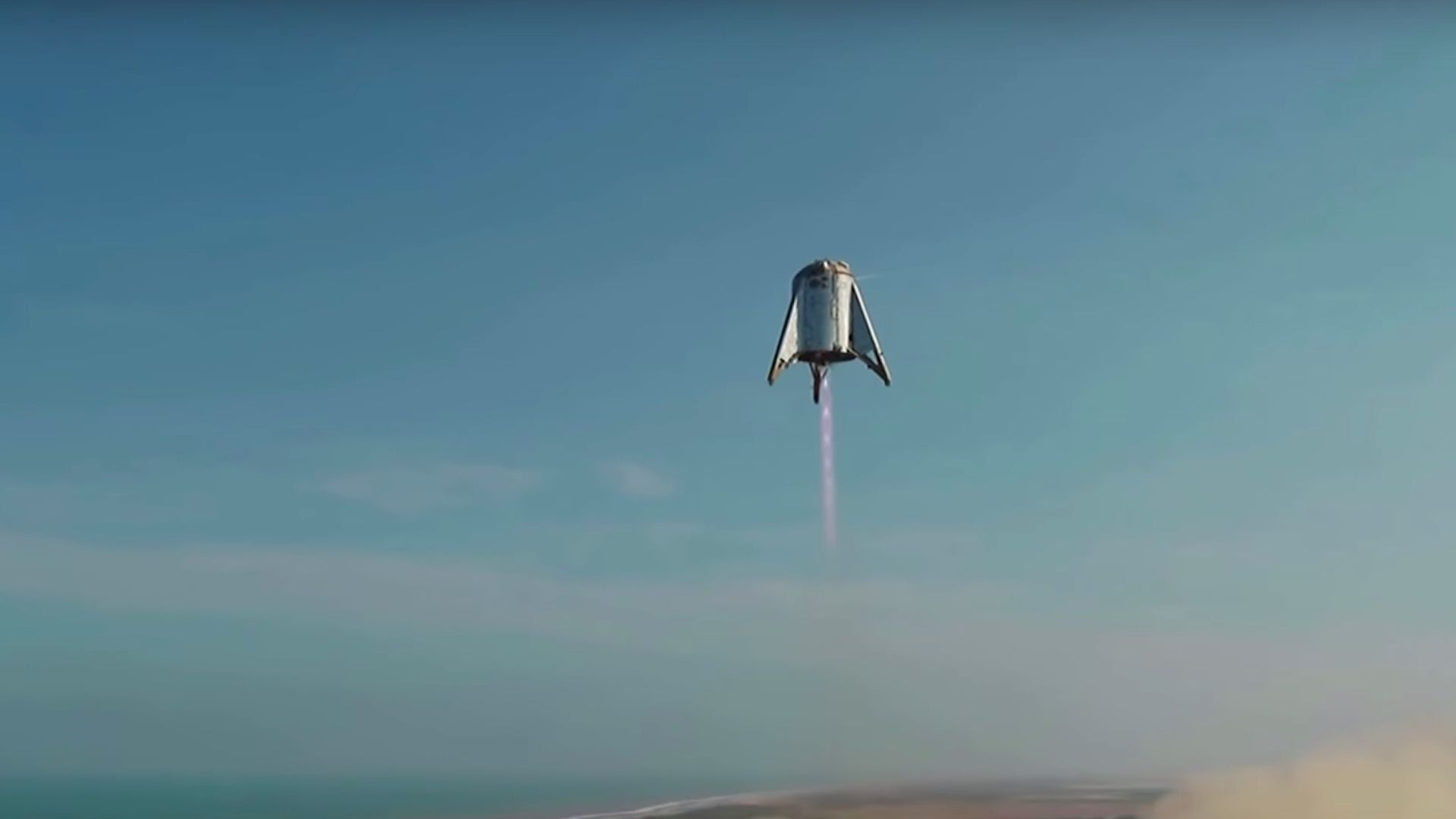 Starhopper flying through the sky above Texas. Photo: SpaceX