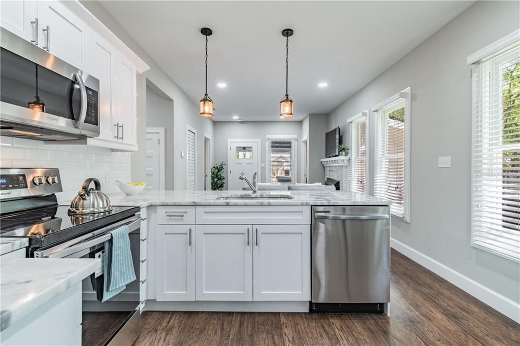 917 E Crenshaw St kitchen