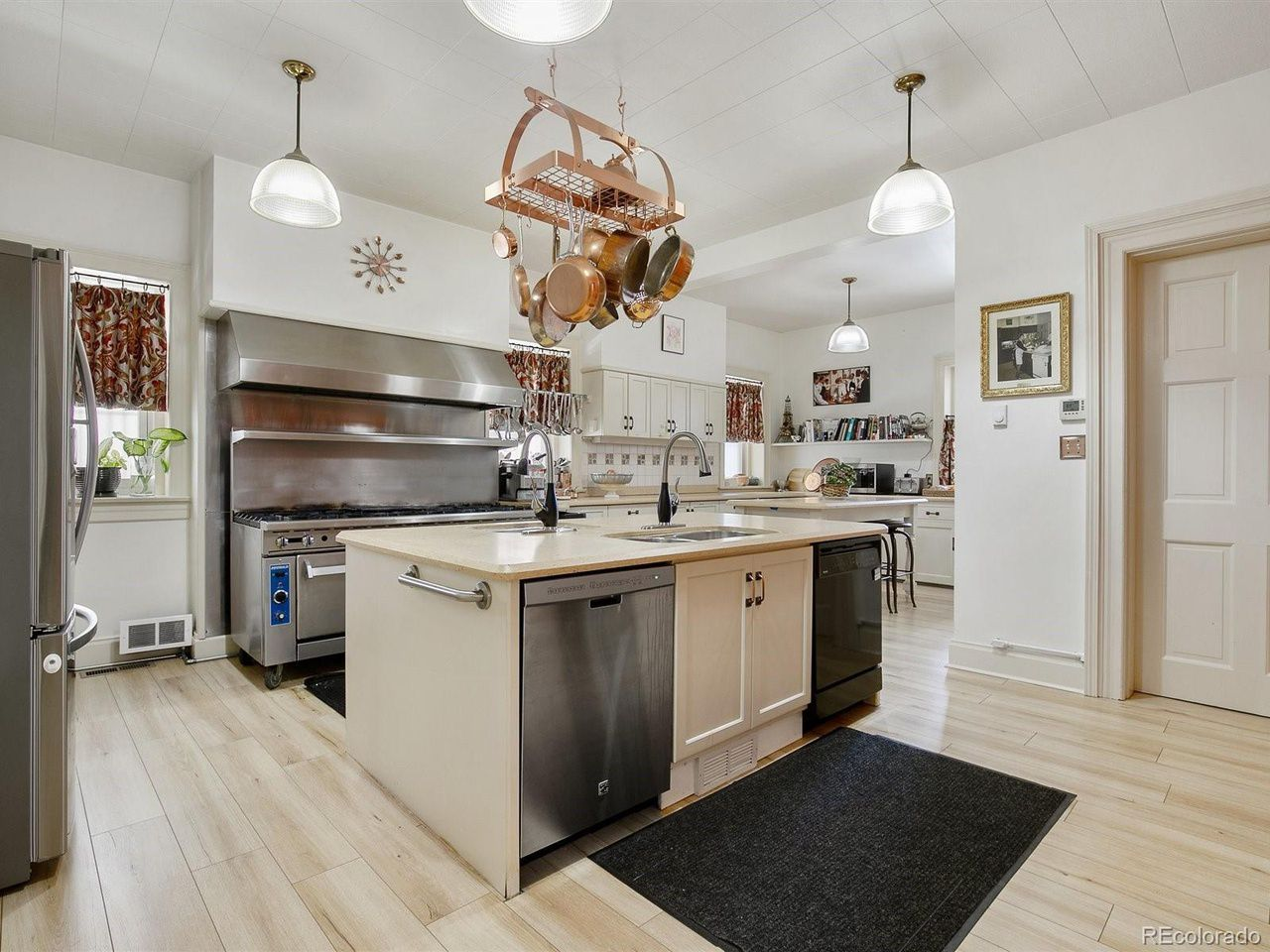 1350 N. Logan St kitchen