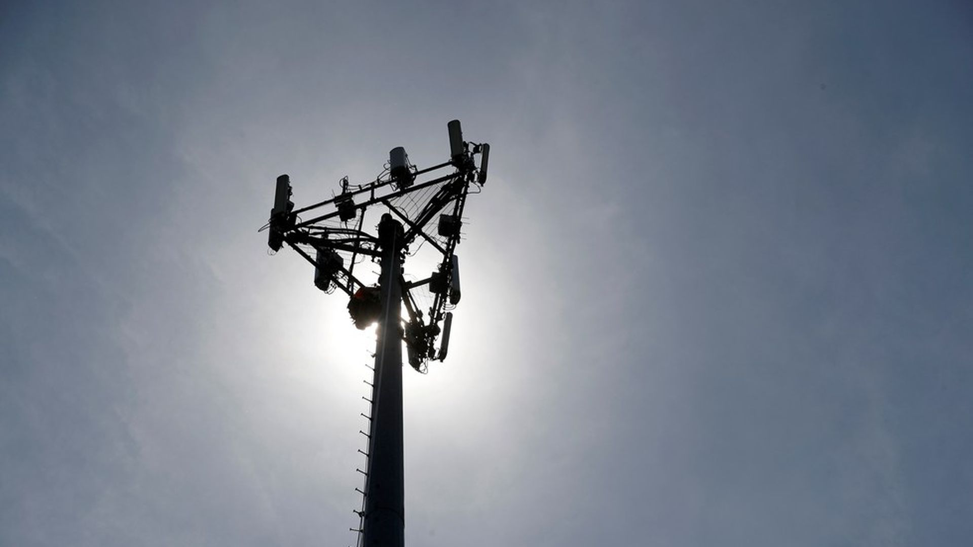 Top lawmakers push for airwaves transfer to stay on schedule