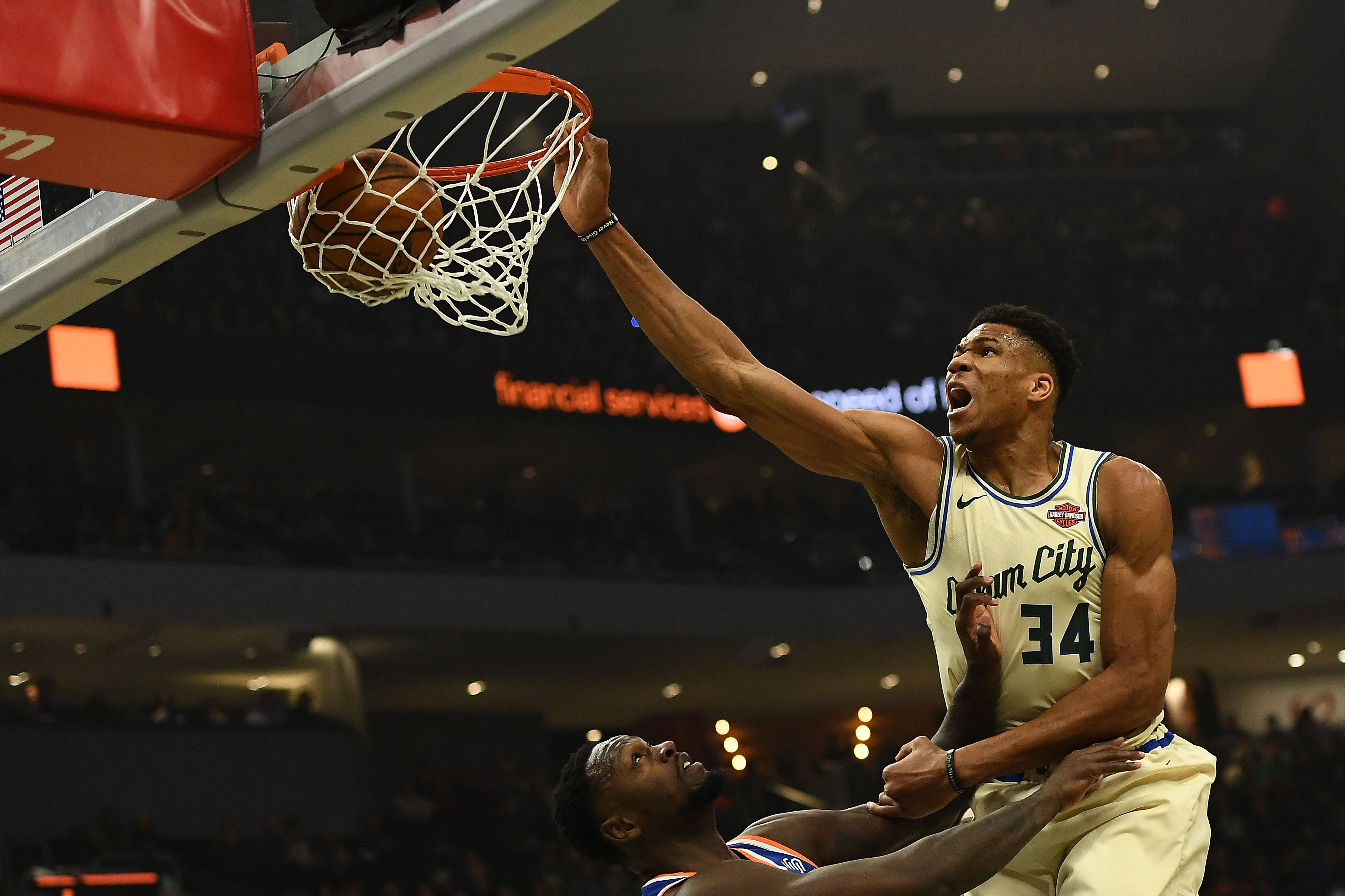 Giannis dunking