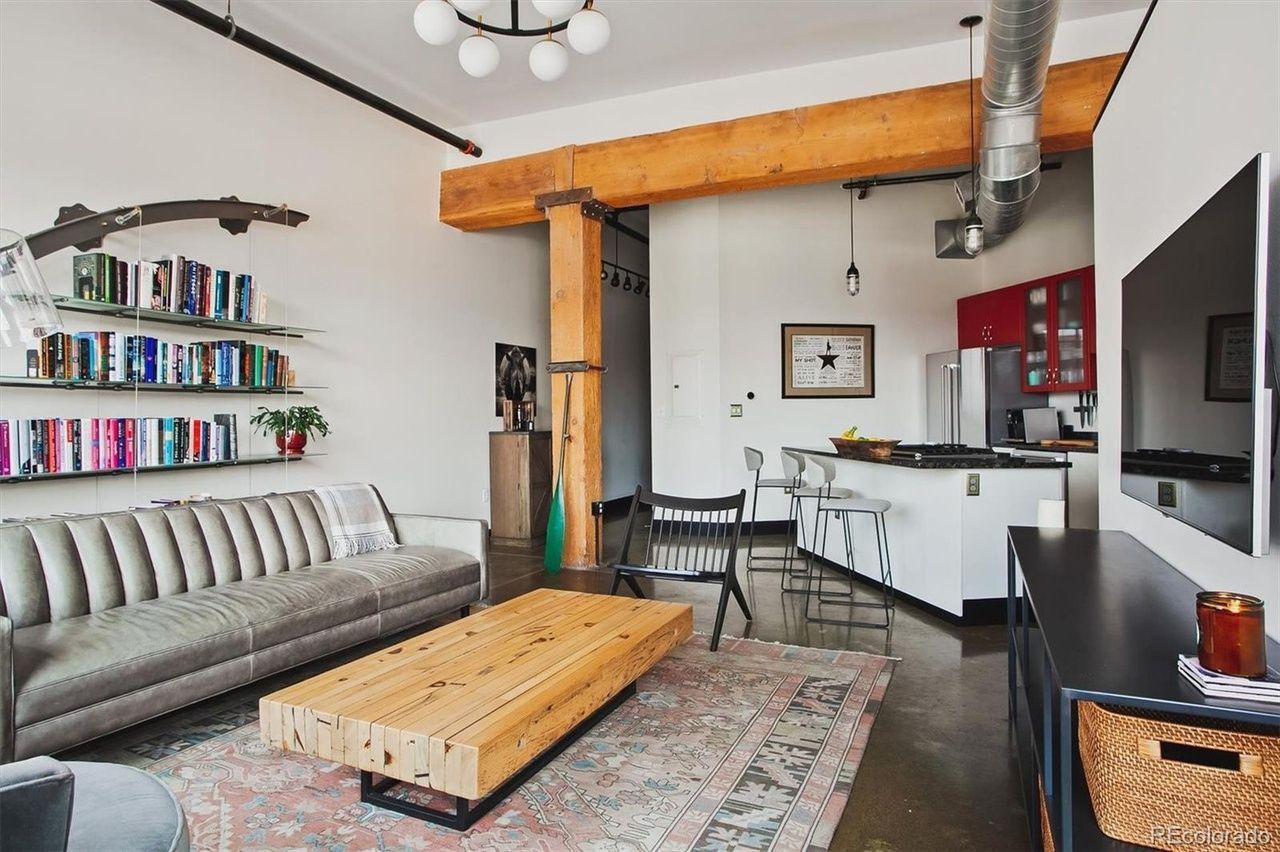 2500 Walnut St. #303 living room
