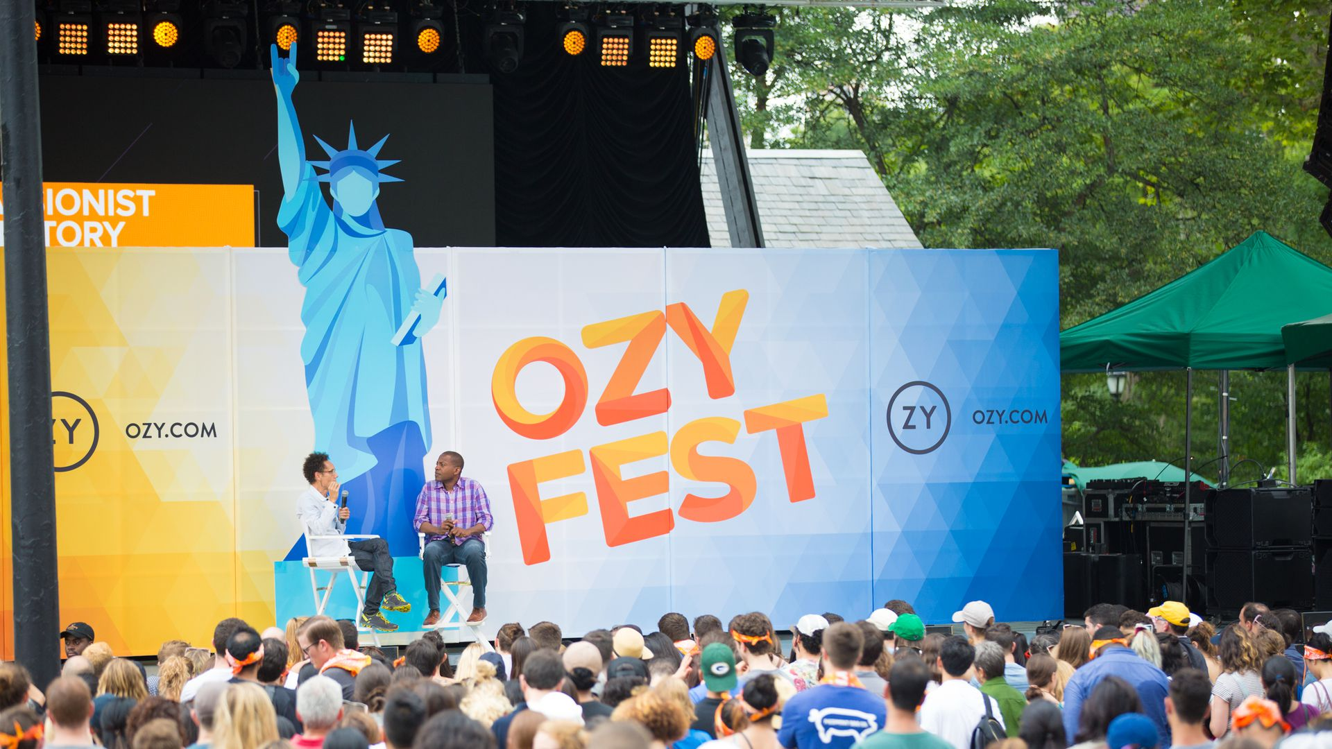 Carlos Watson interviewing Malcolm Gladwell at OZYfest