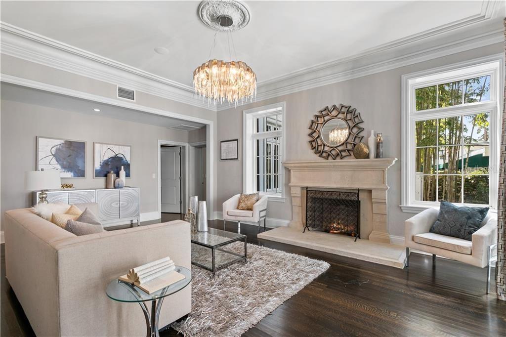 823 S Bayside Dr living room