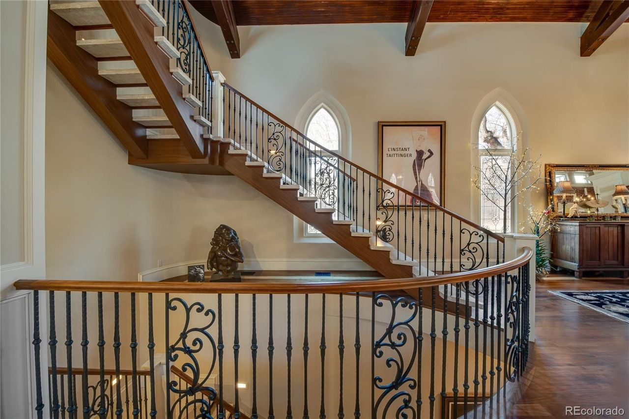 2401 East 5th Avenue, Unit 1 stairs