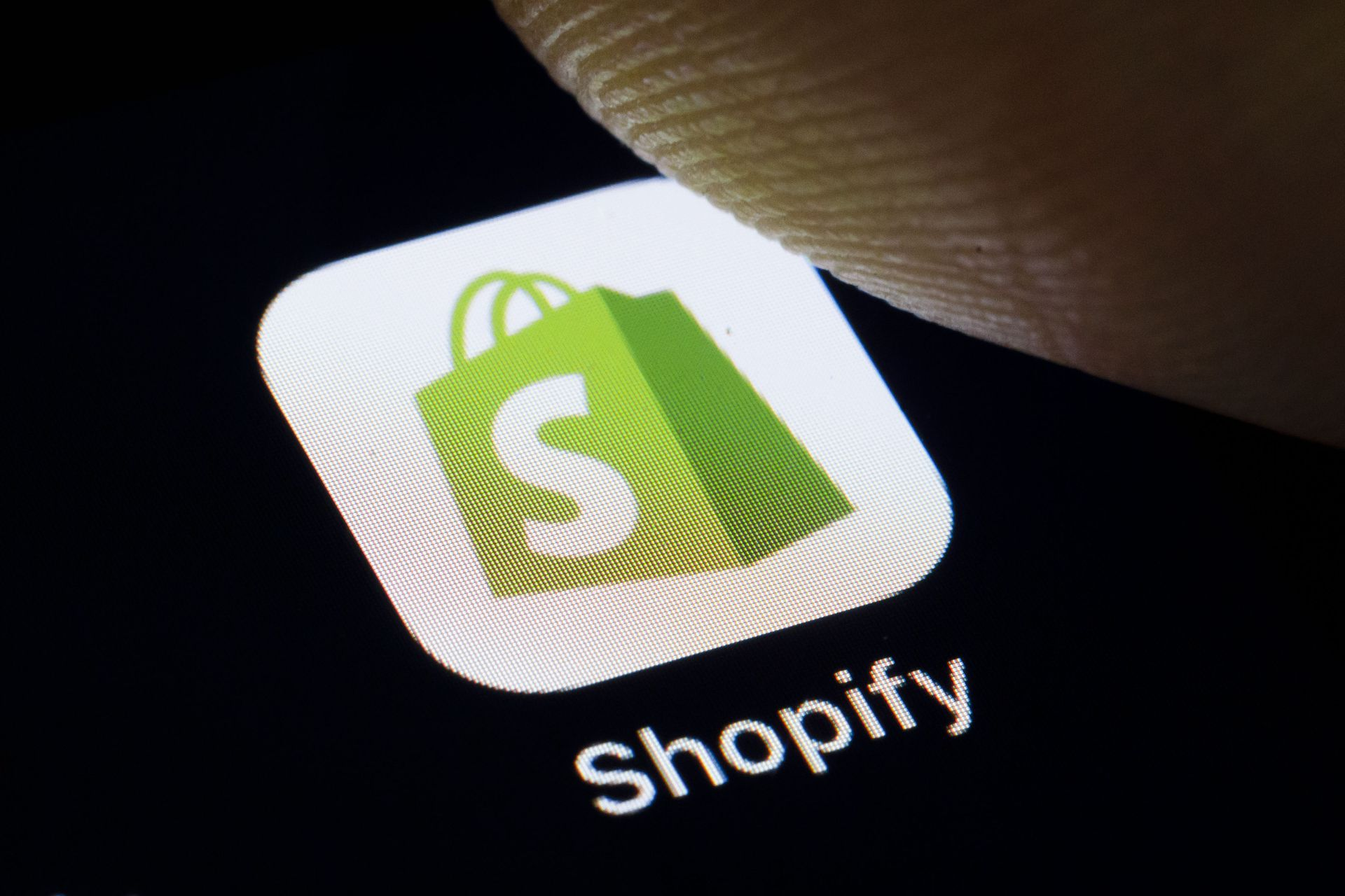 Shopify goes after Amazon with new Walmart deal thumbnail