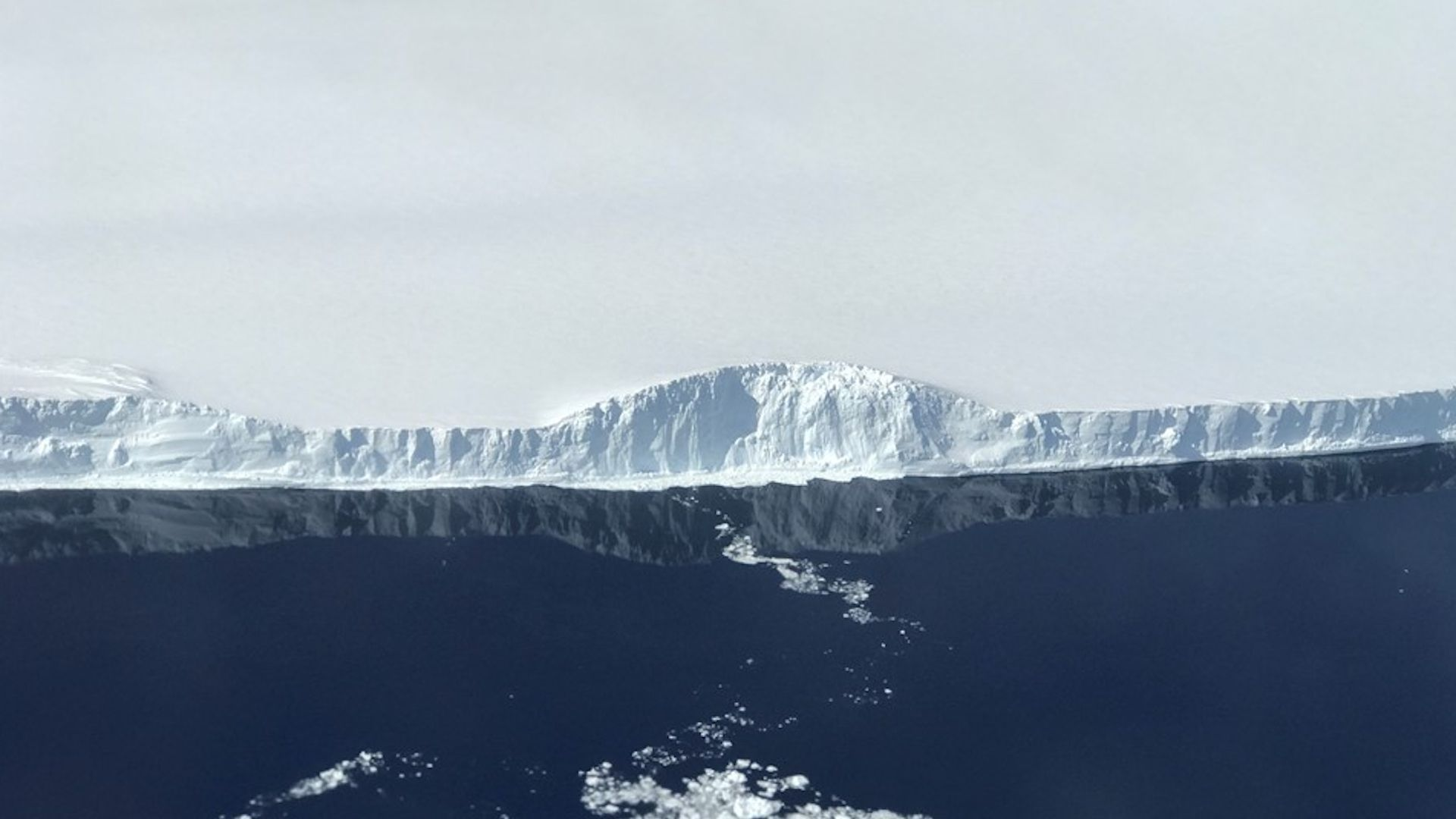 Photo of the western edge of iceberg A68 in the Antarctic