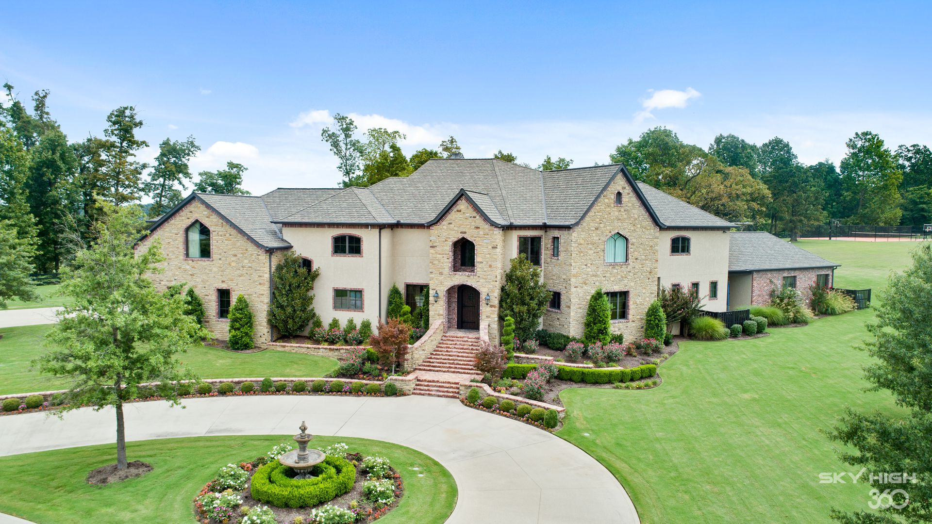 Photo of a mansion in Springdale, Ark.