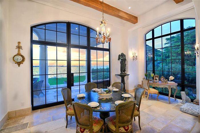 1309 Vista Drive dining nook