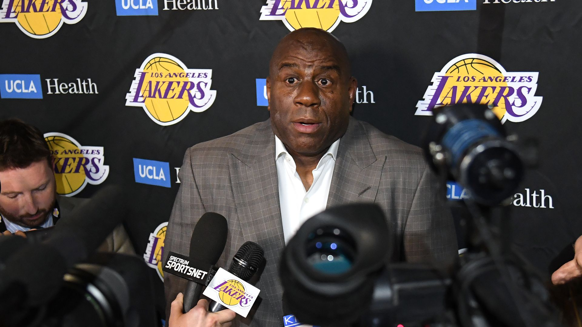 Magic Johnson in front of the media