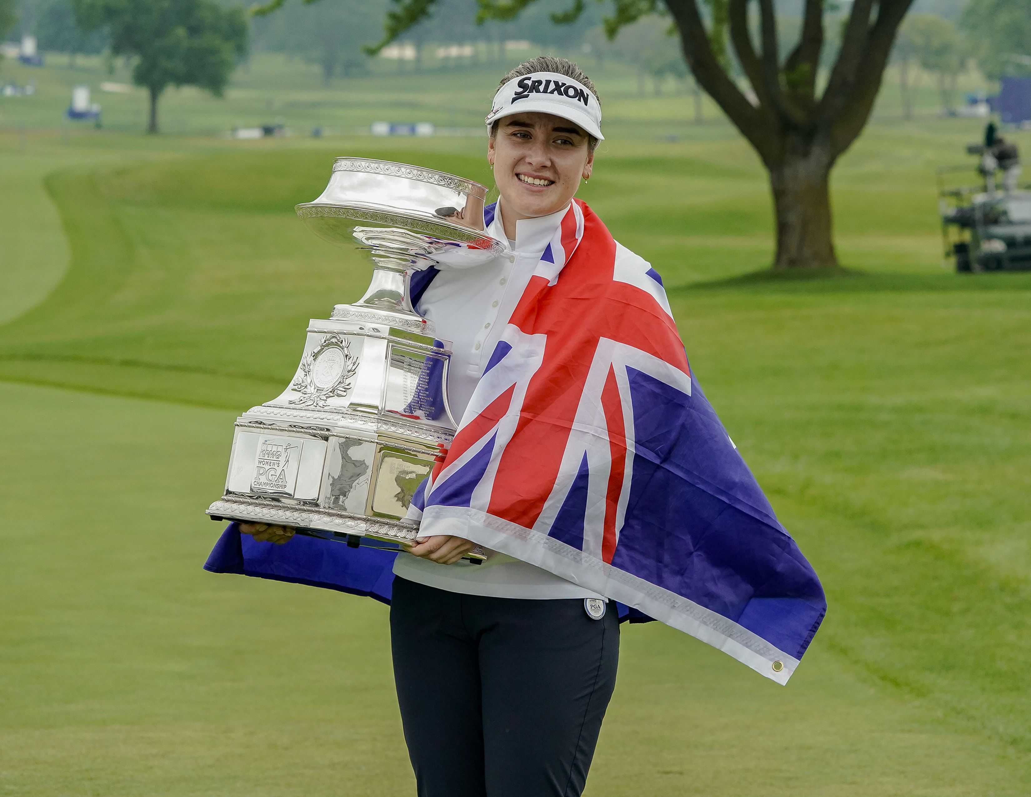 Hannah Green holding her trophy