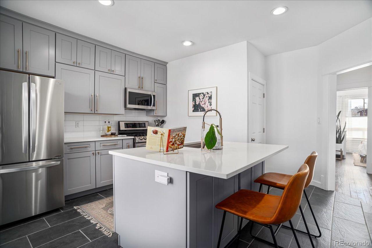 1729 N. Marion St. #201 kitchen