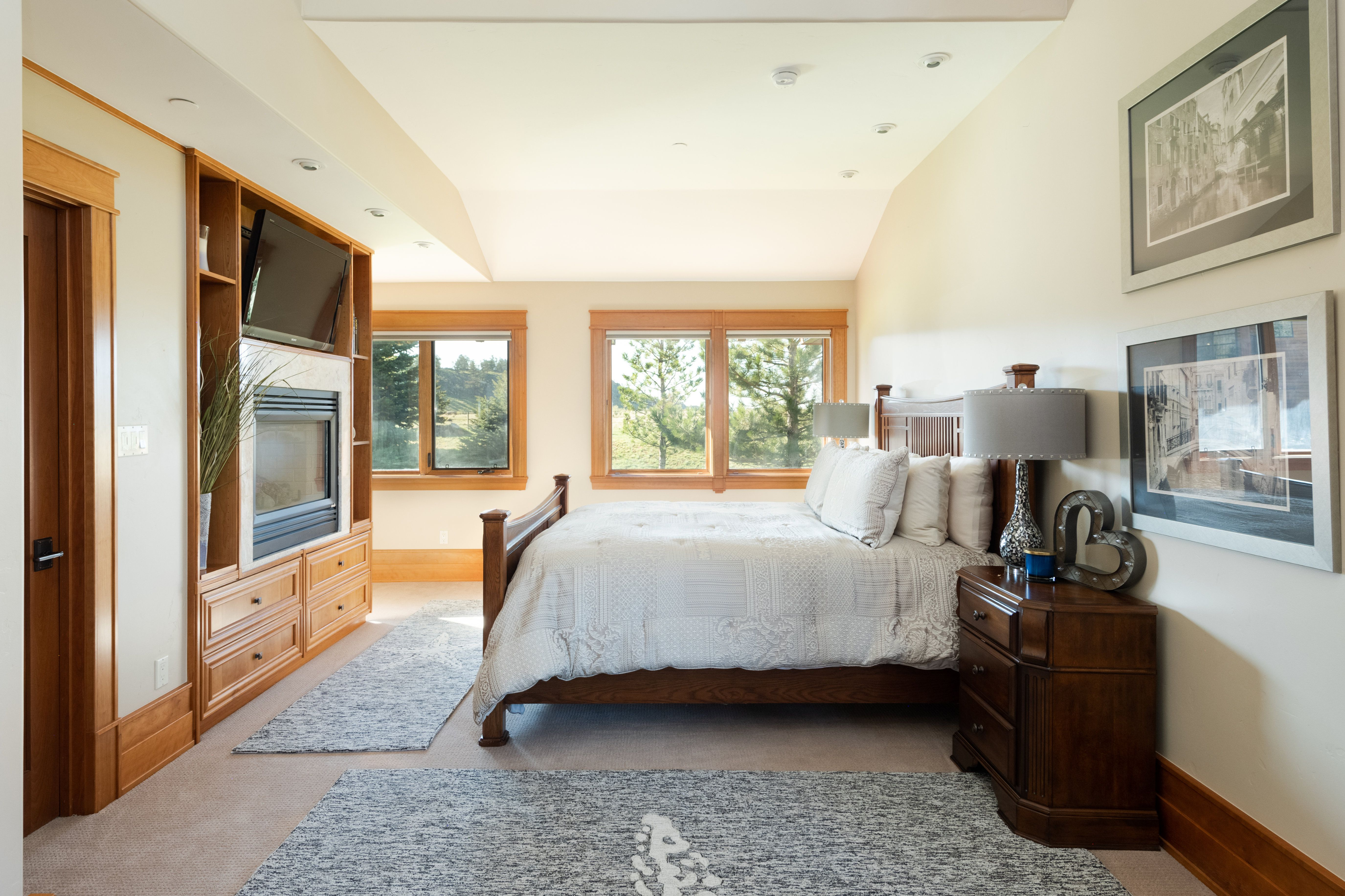 Colorado Mountain house on 35 acres asks $7M bedroom