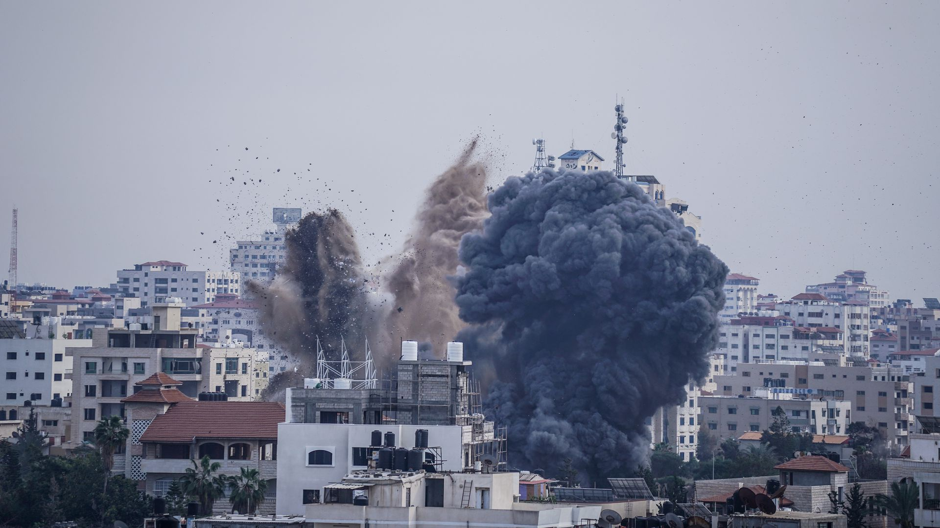 Smoke rises after an Israeli air raid on homes in Gaza City during the conflict between the Palestinians and the Israeli army that began two days ago.
