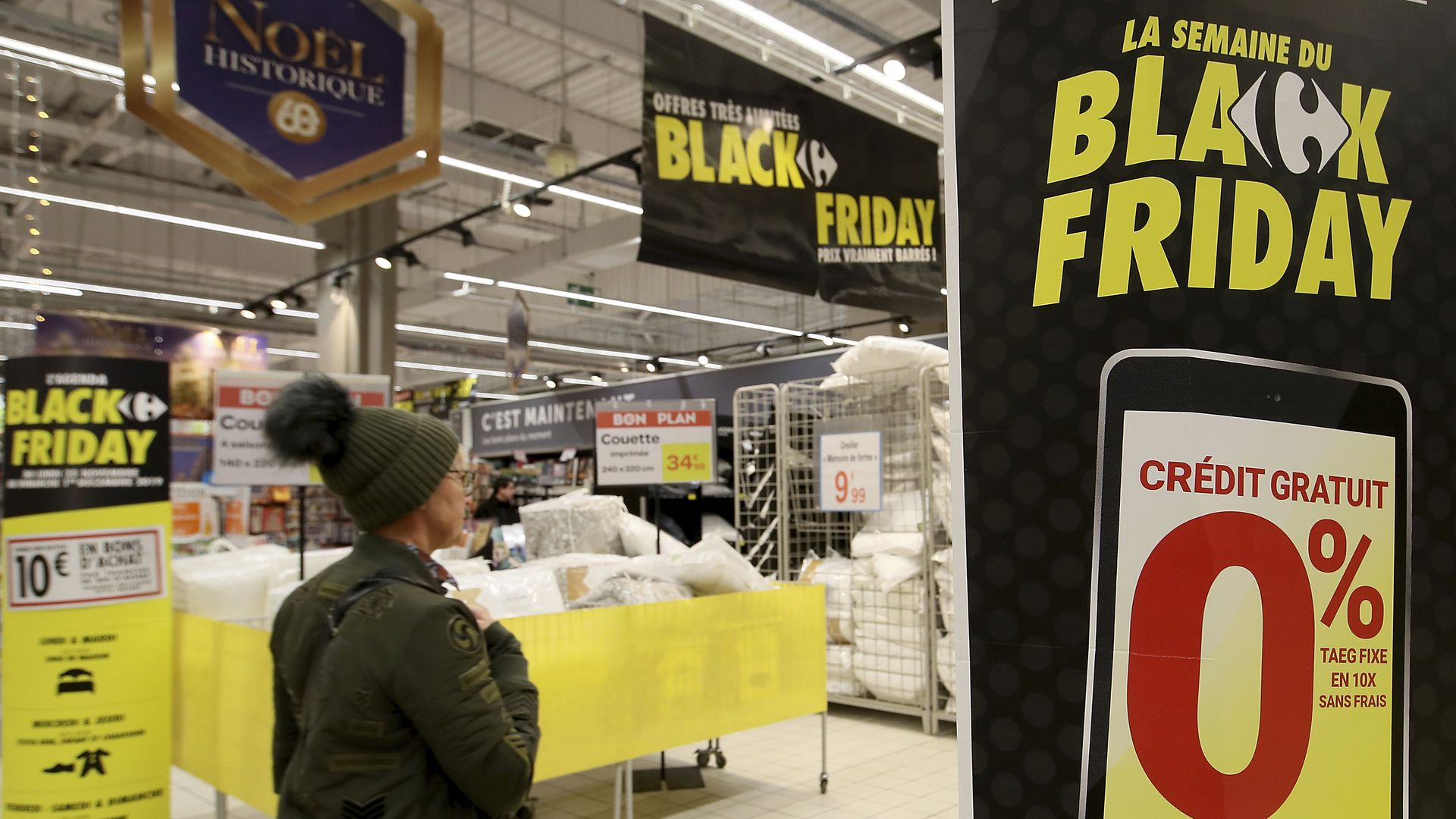 A shopper in a French store advertising Black Friday.