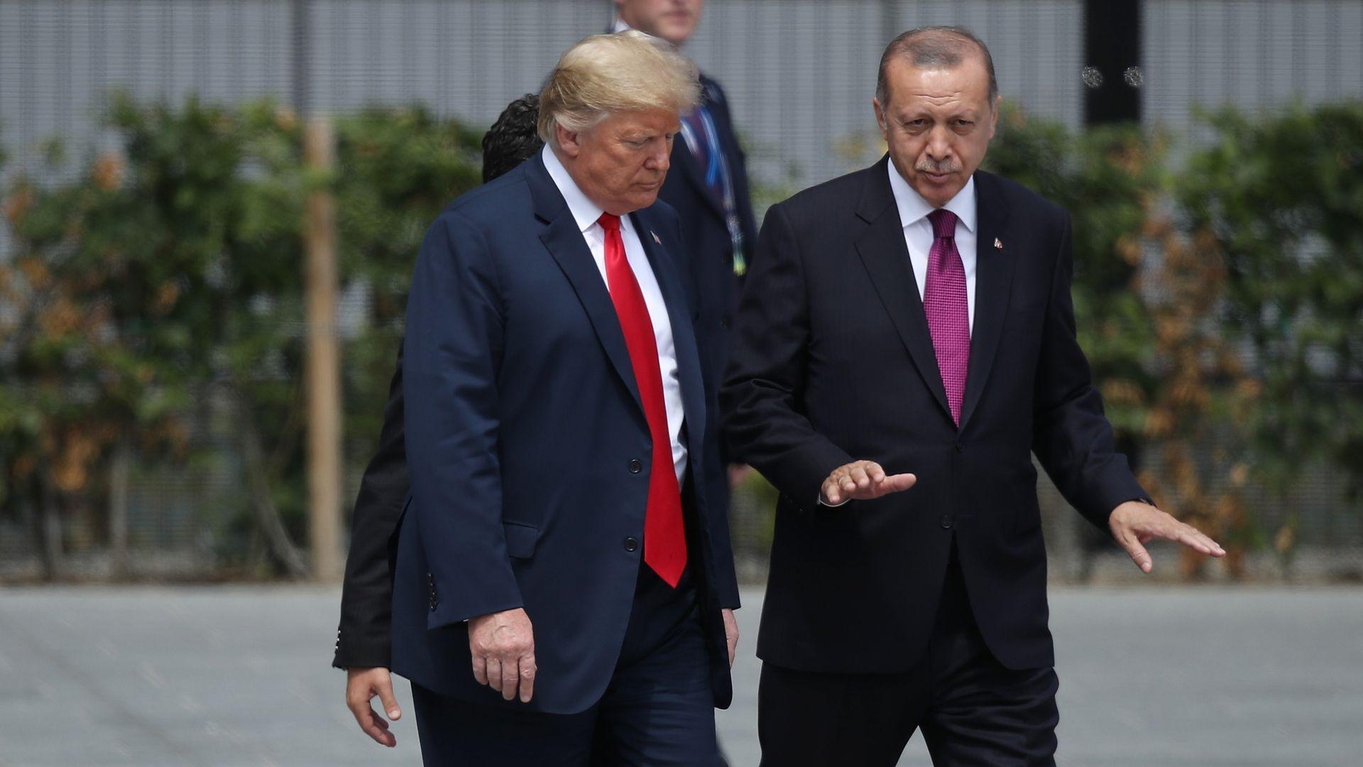 President Donald Trump (L) and Turkish President Recep Tayyip Erdogan