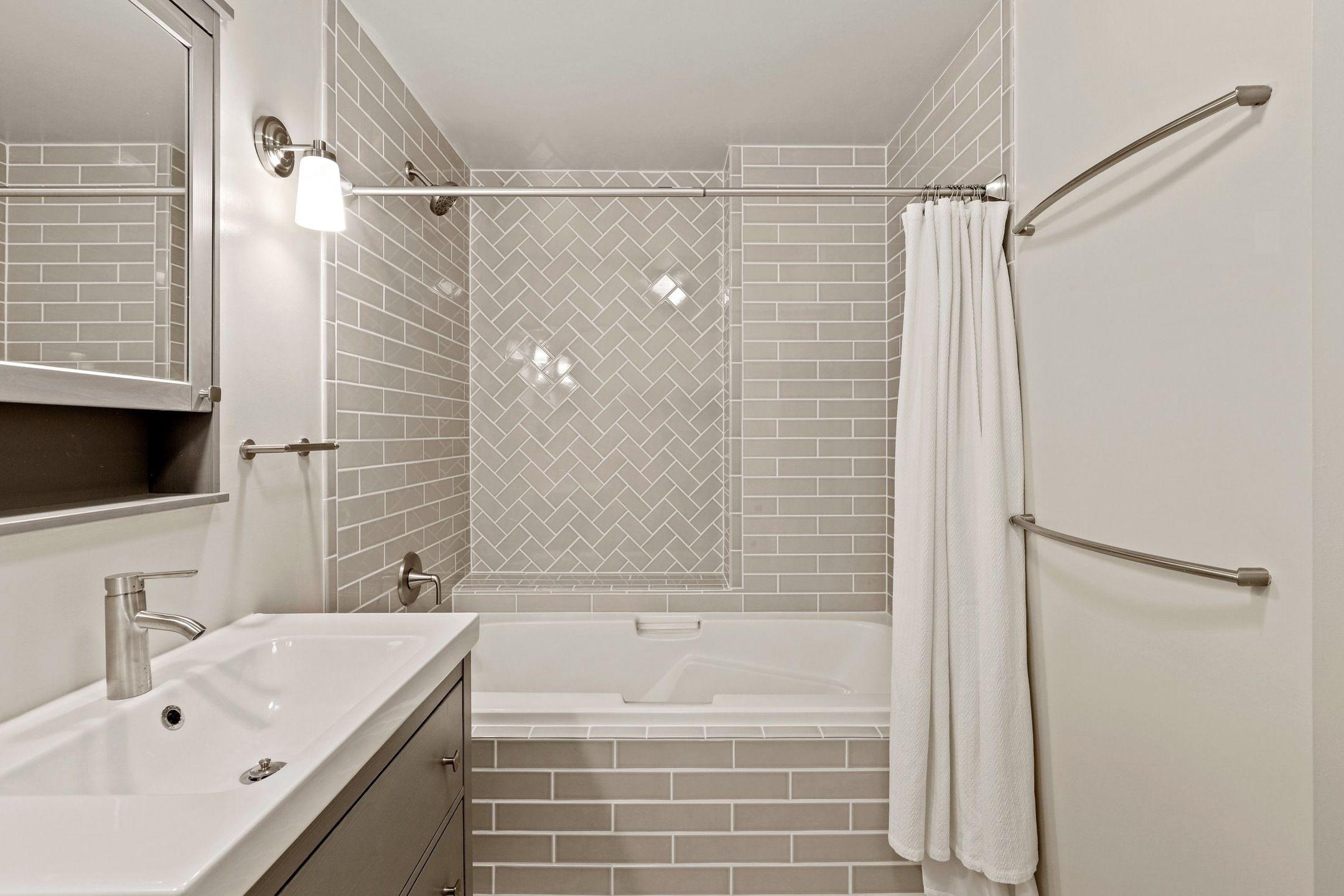 300 W 11th Ave Unit 10D  bath