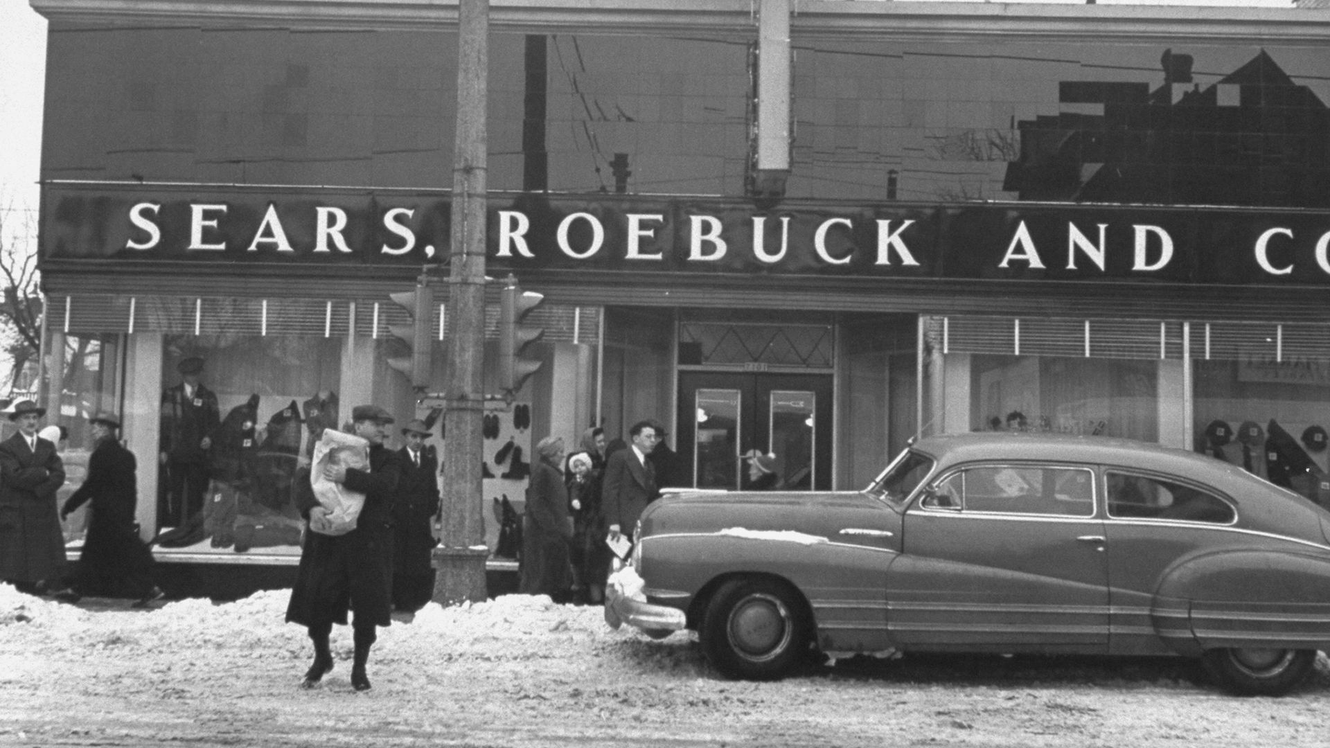 Black and white photo of Sears storefront in 1943