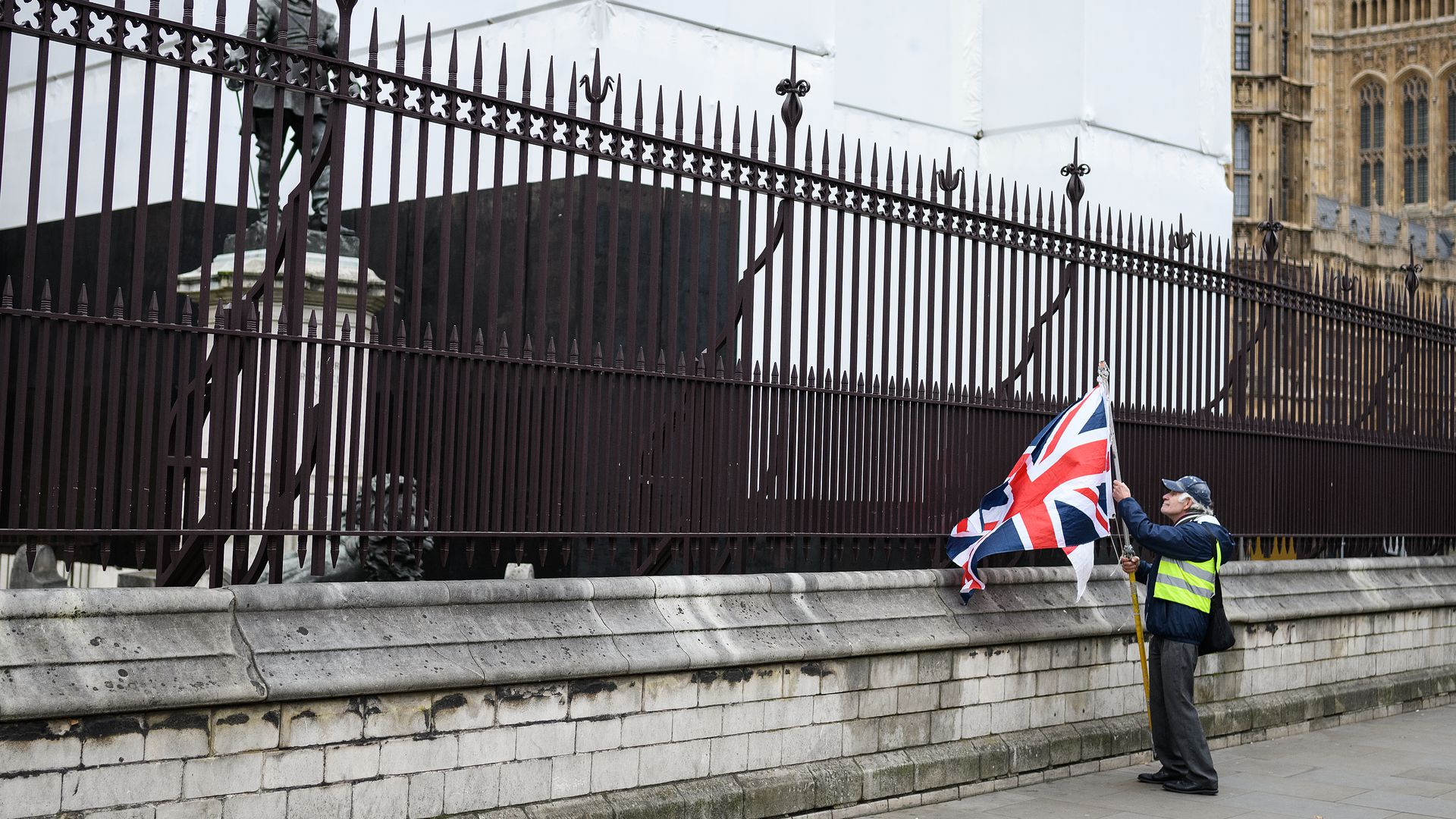 Pro brexit demonstrator alone at parliament gates