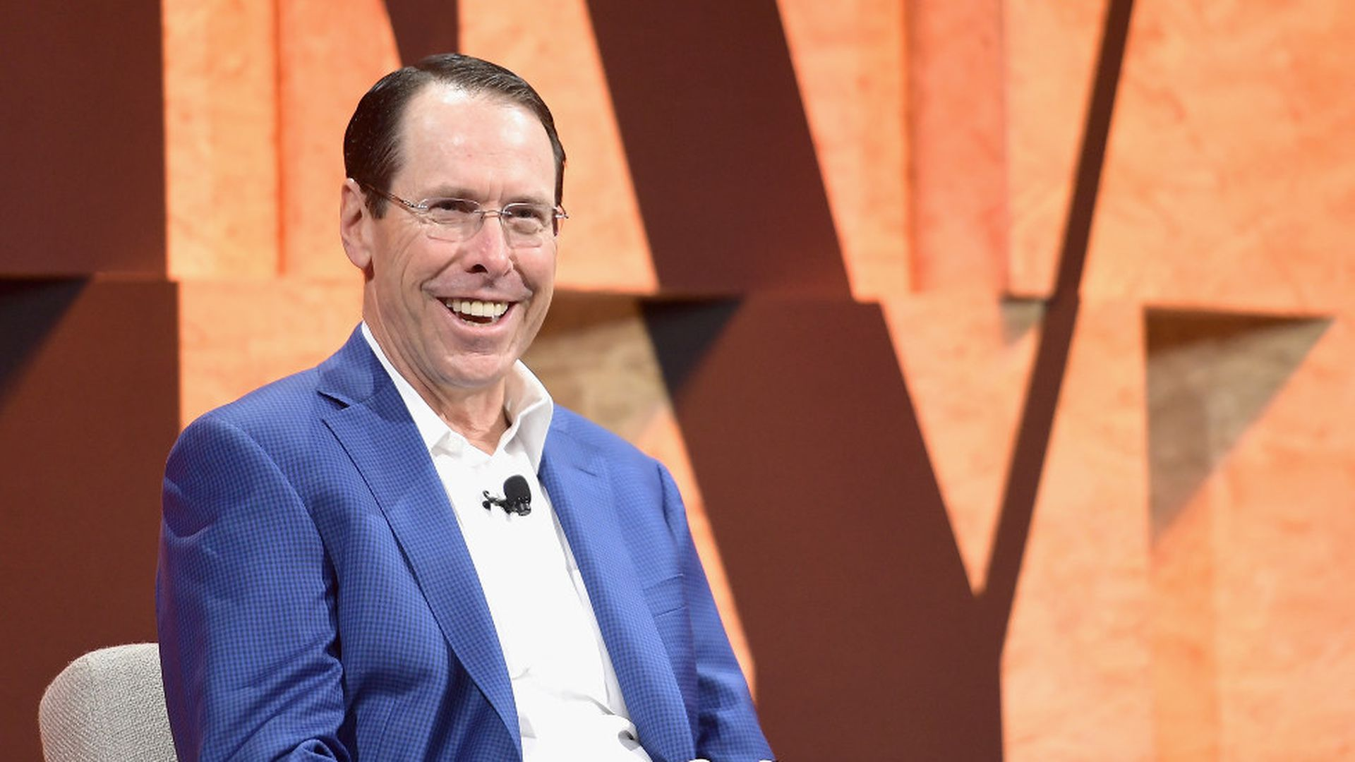 AT&T will give employees a bonus after Trump signs tax bill - Axios