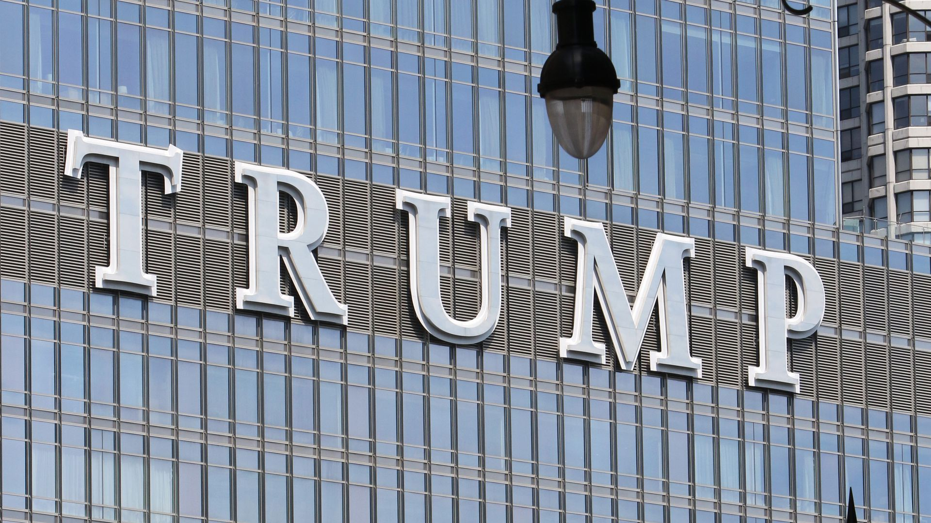 Struggling Trump Tower Chicago cutting amenities, supply costs to get by